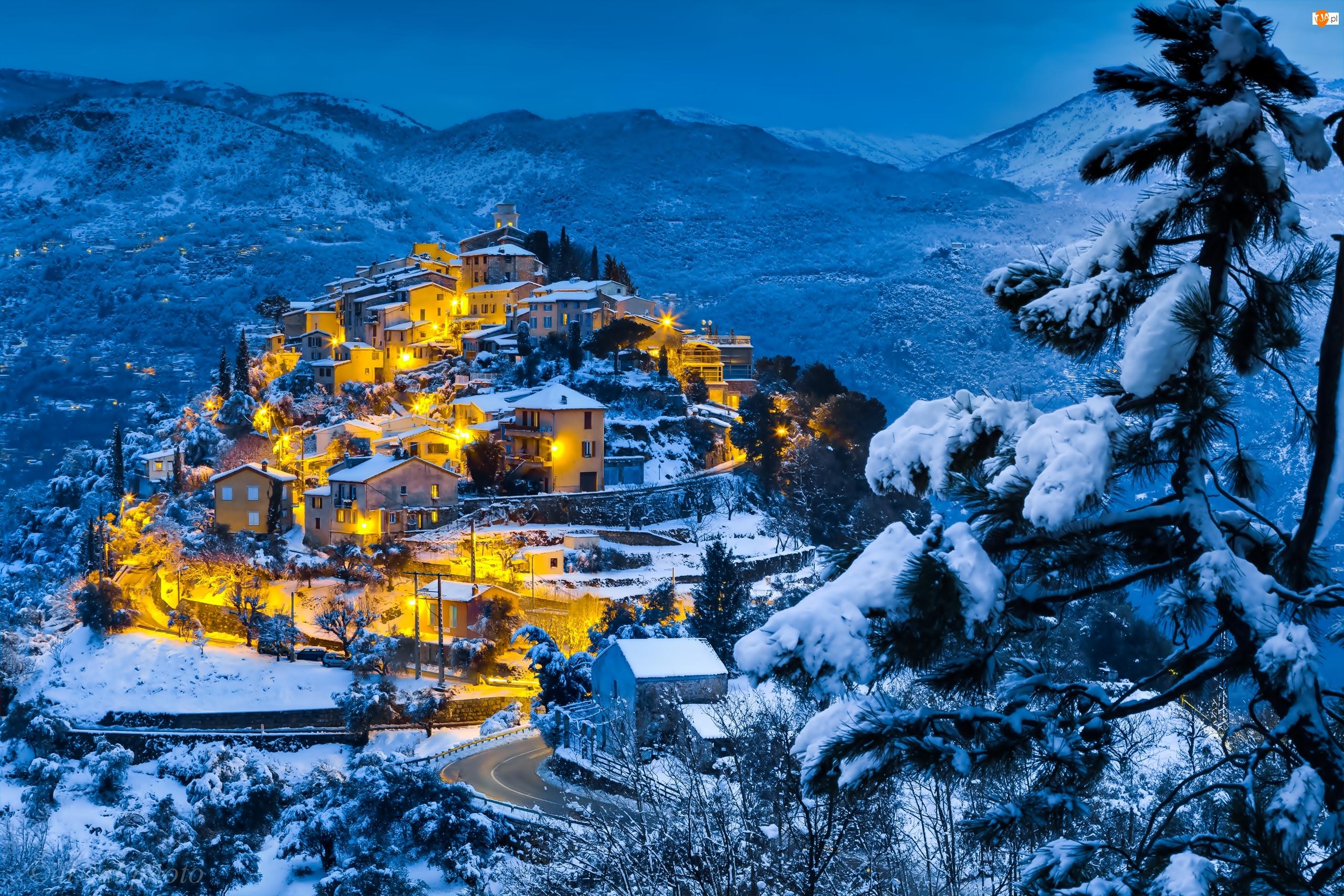 Domy, Wieś, Las, Zmierzch, Góry, Światła, Zima, Wieczór