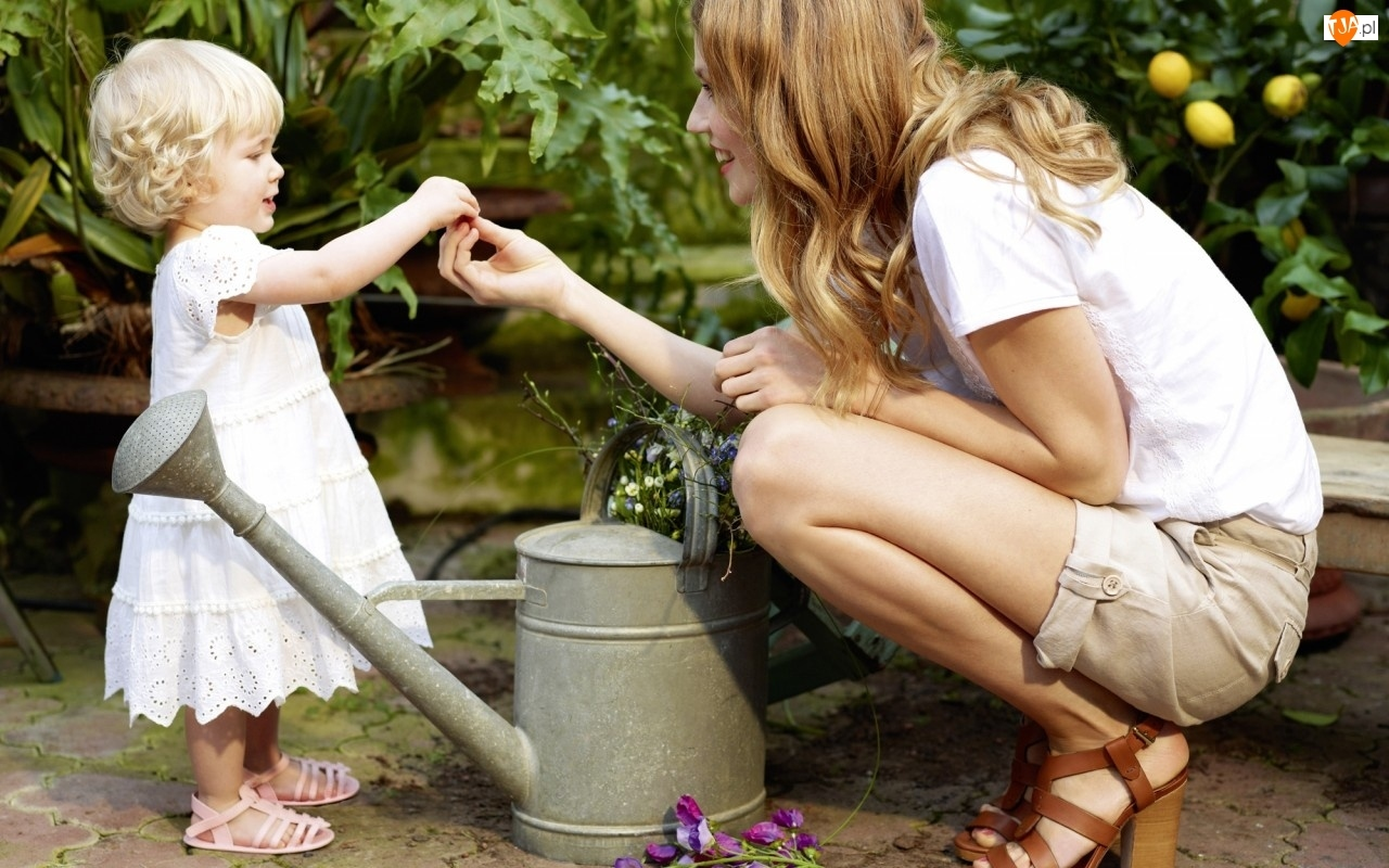 Rośliny, Kobieta, Konewka, Dziecko, Kwiaty