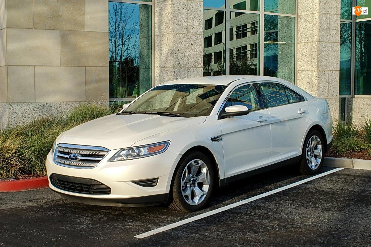 Parking, Biały, Ford Taurus