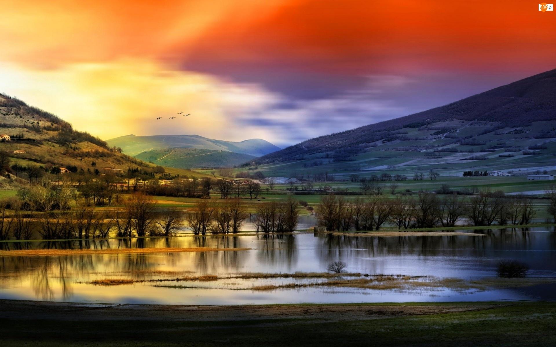 Chmury, Domy, Pola, Rzeka, Ptaki, Łąki, Góry