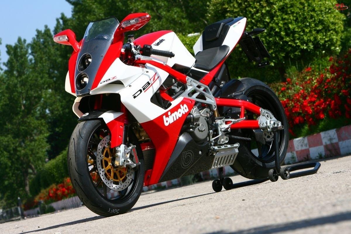 czerwono-biały, Motor