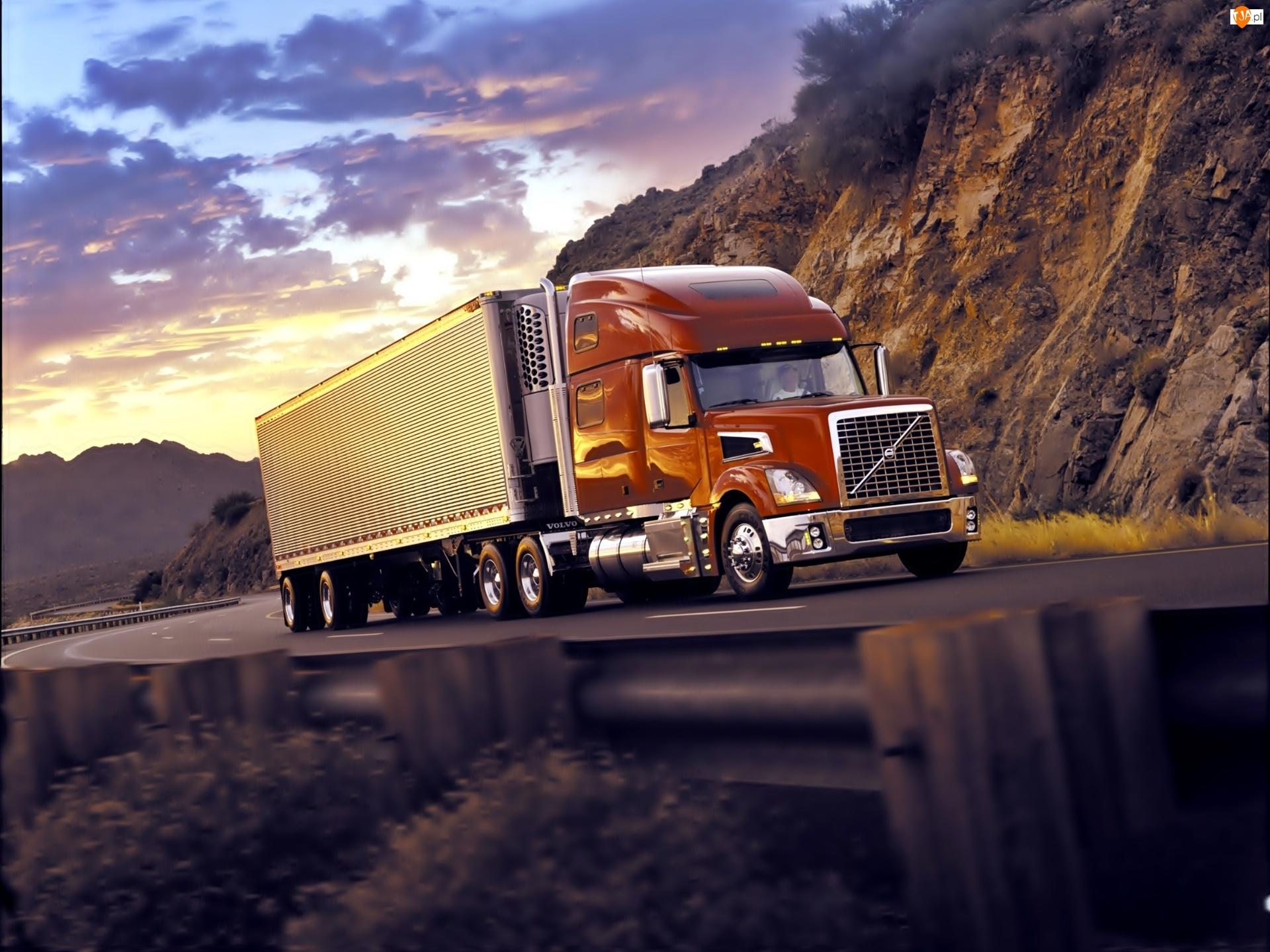 Ciężarówka, Skały, Volvo, Droga