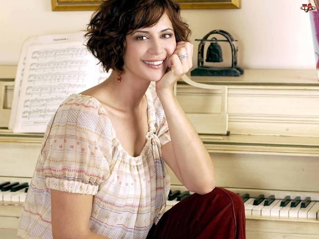 Catherine Bell, pianino