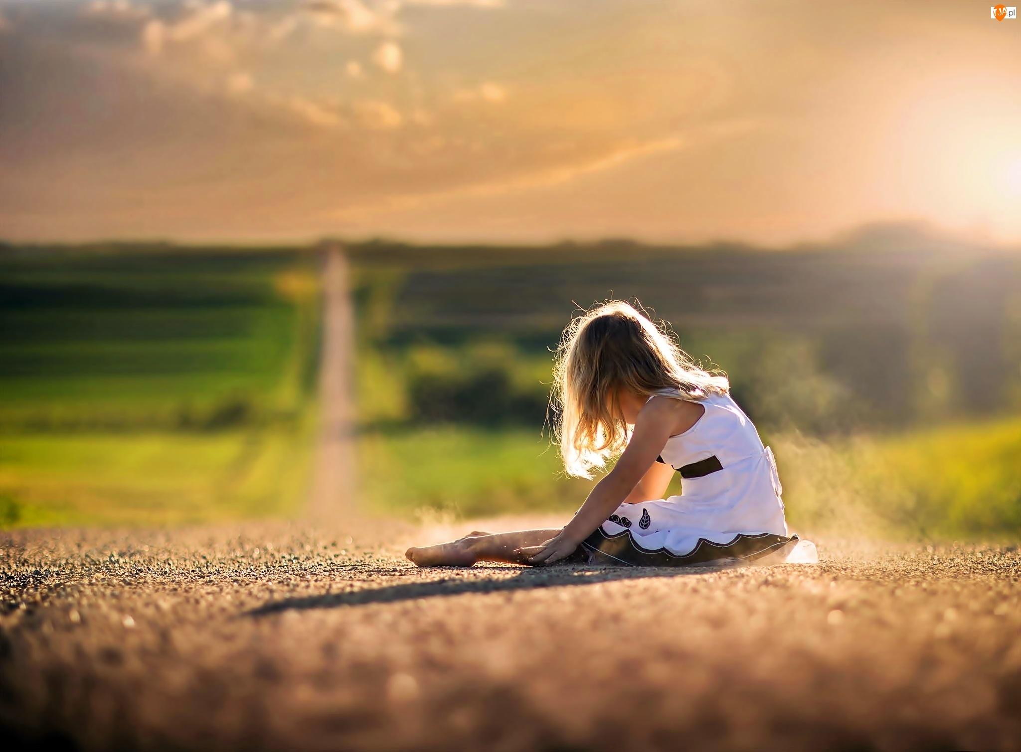 Dziewczynka, Światło, Droga, Przebijające