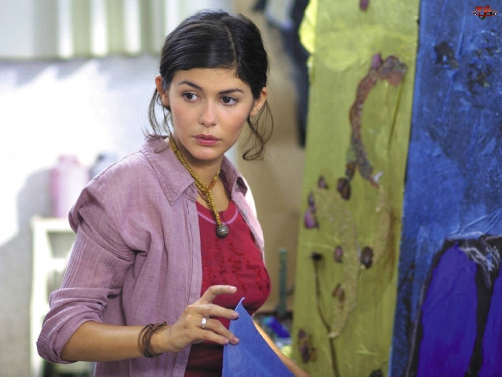 Audrey Tautou, fioletowa koszula