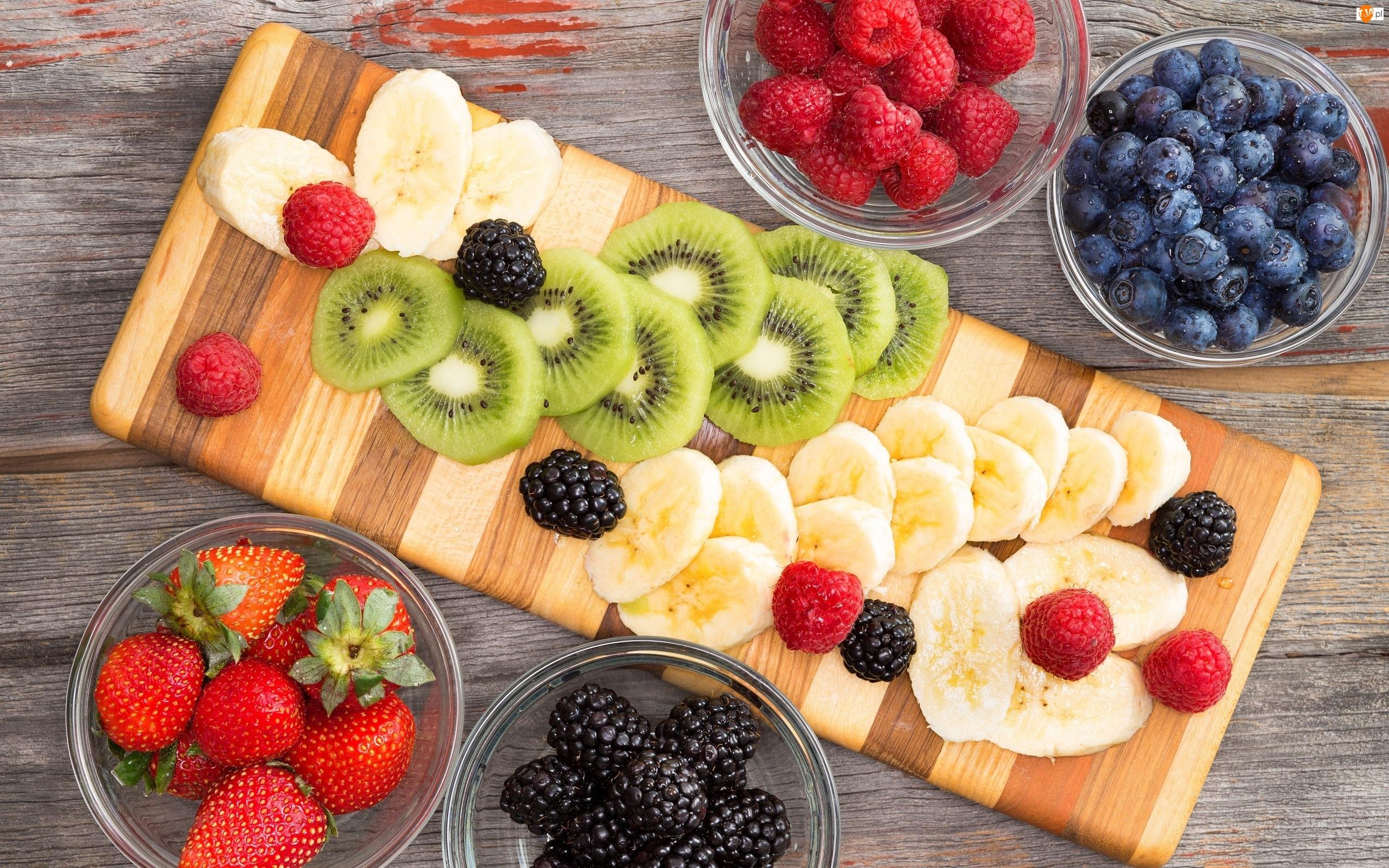 Owoce, Kiwi, Banany, Truskawki, Maliny