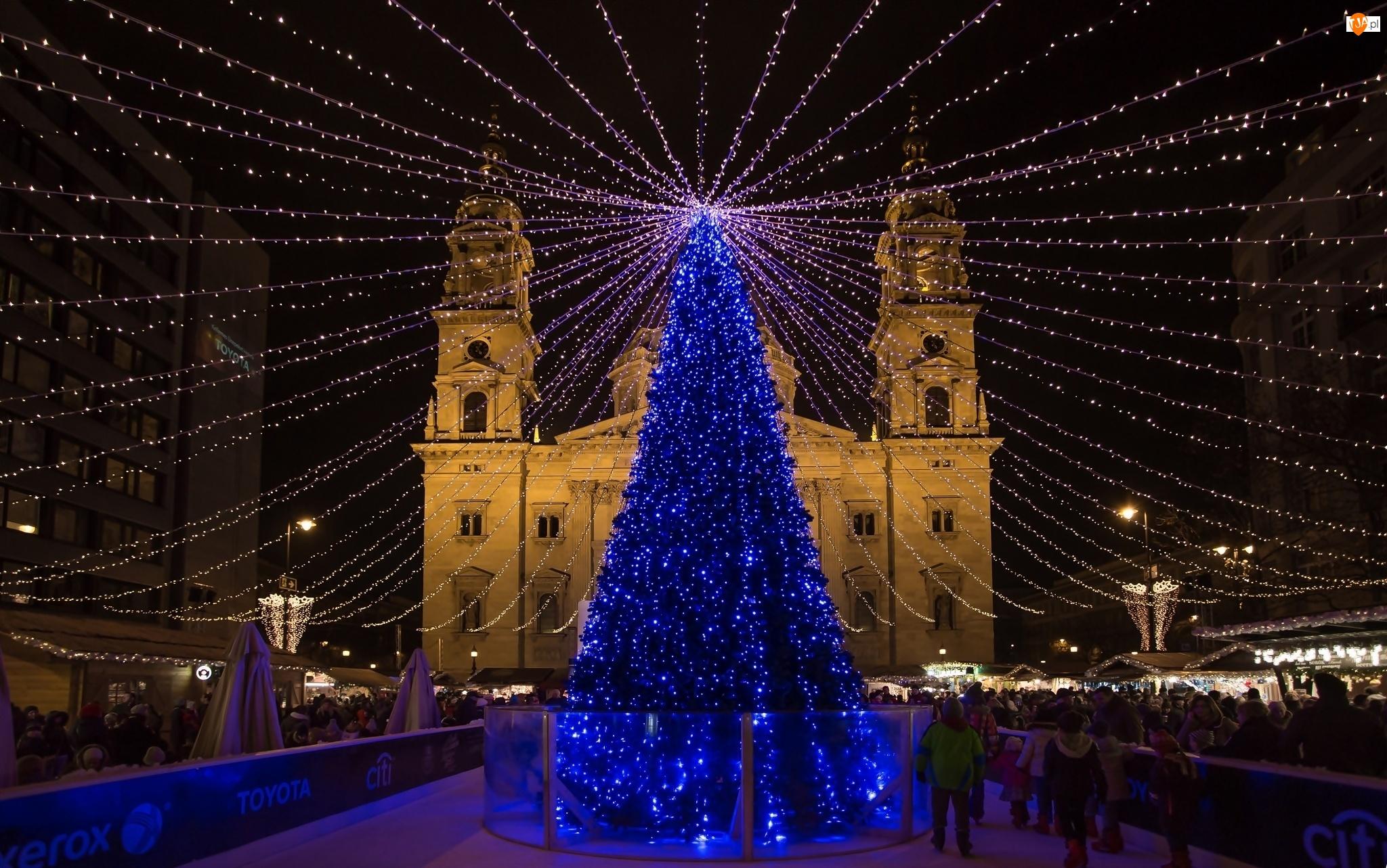 Świątecznie, Choinka, Ludzie, Ulica, Budapest