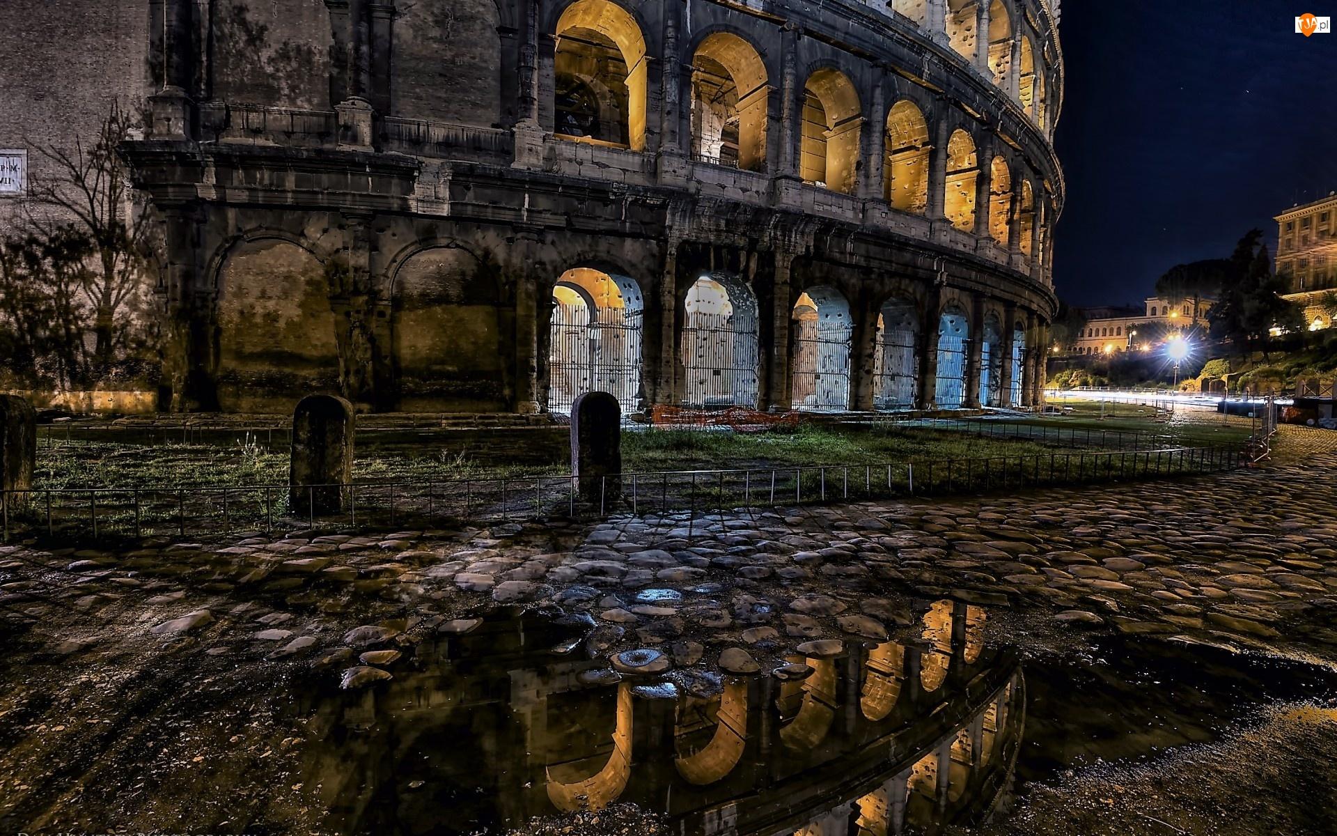 Nocą, Rzym, Koloseum