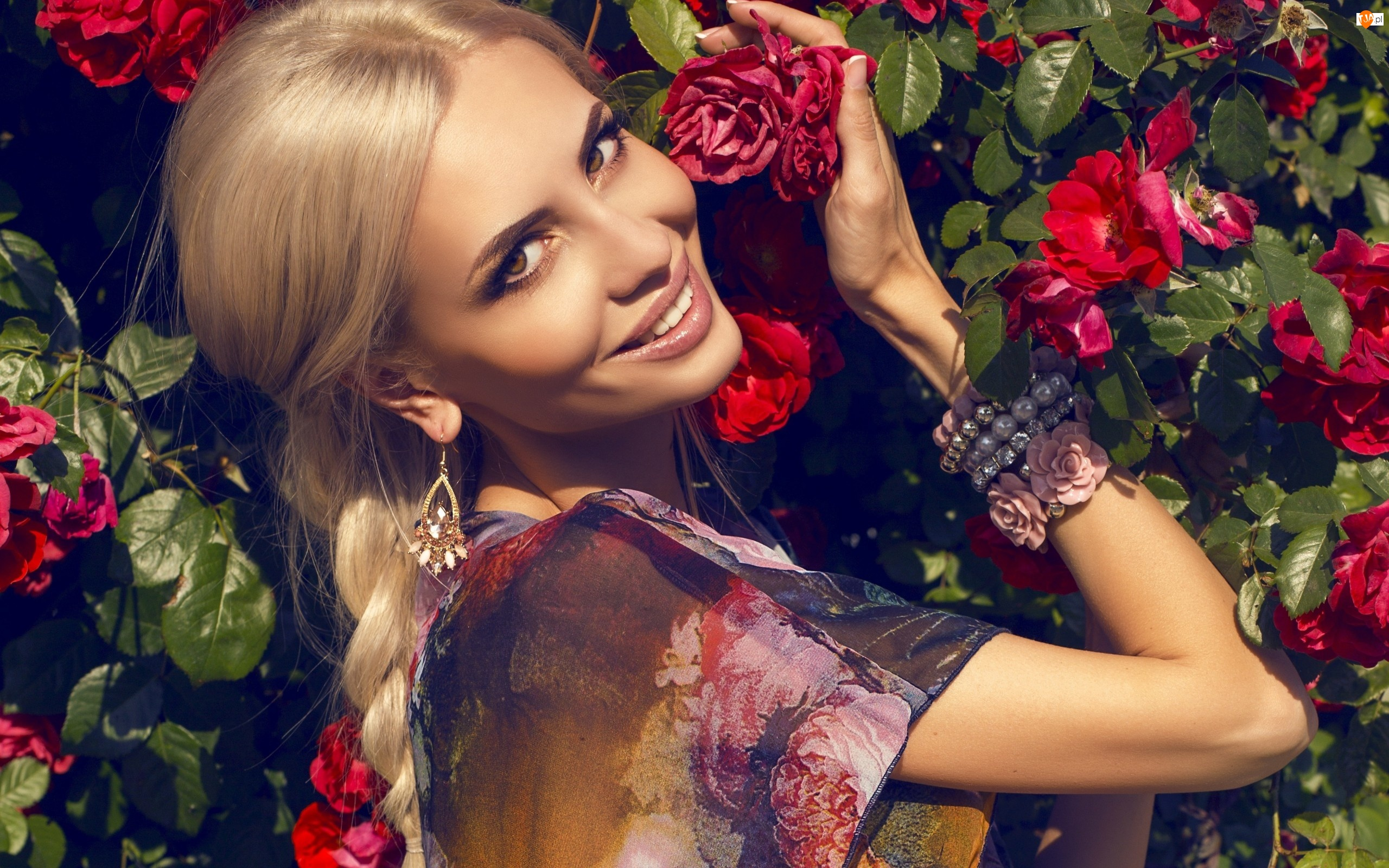 Kwiaty, Kobieta, Usmiech