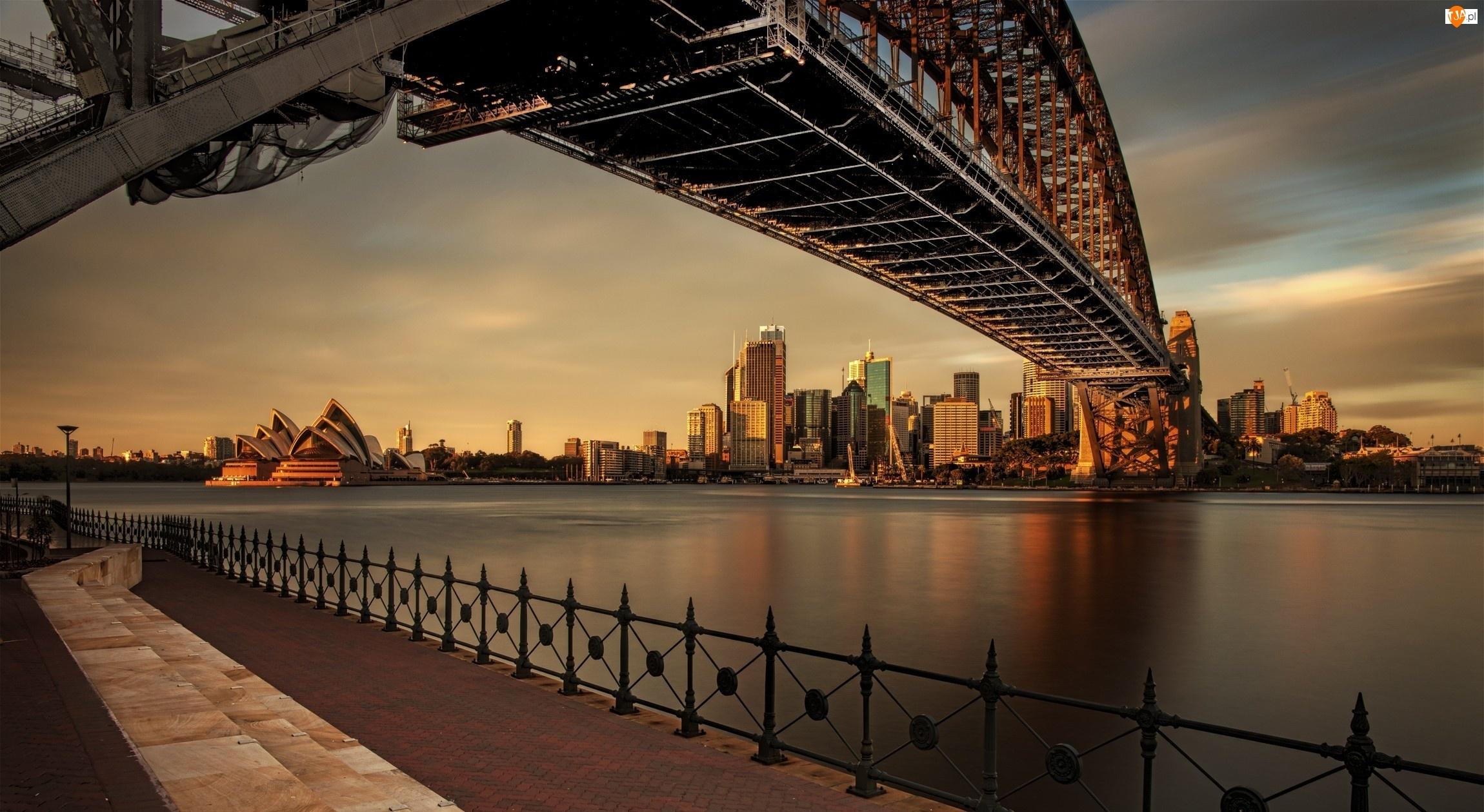 Opera, Sydney, Most