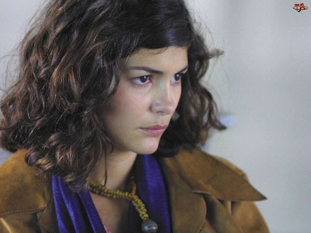 Audrey Tautou, zamszowa kurtka