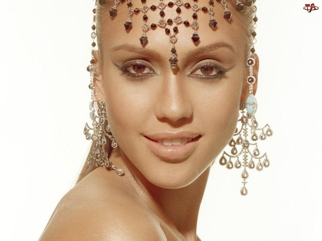 makijaż, Jessica Alba, biżuteria