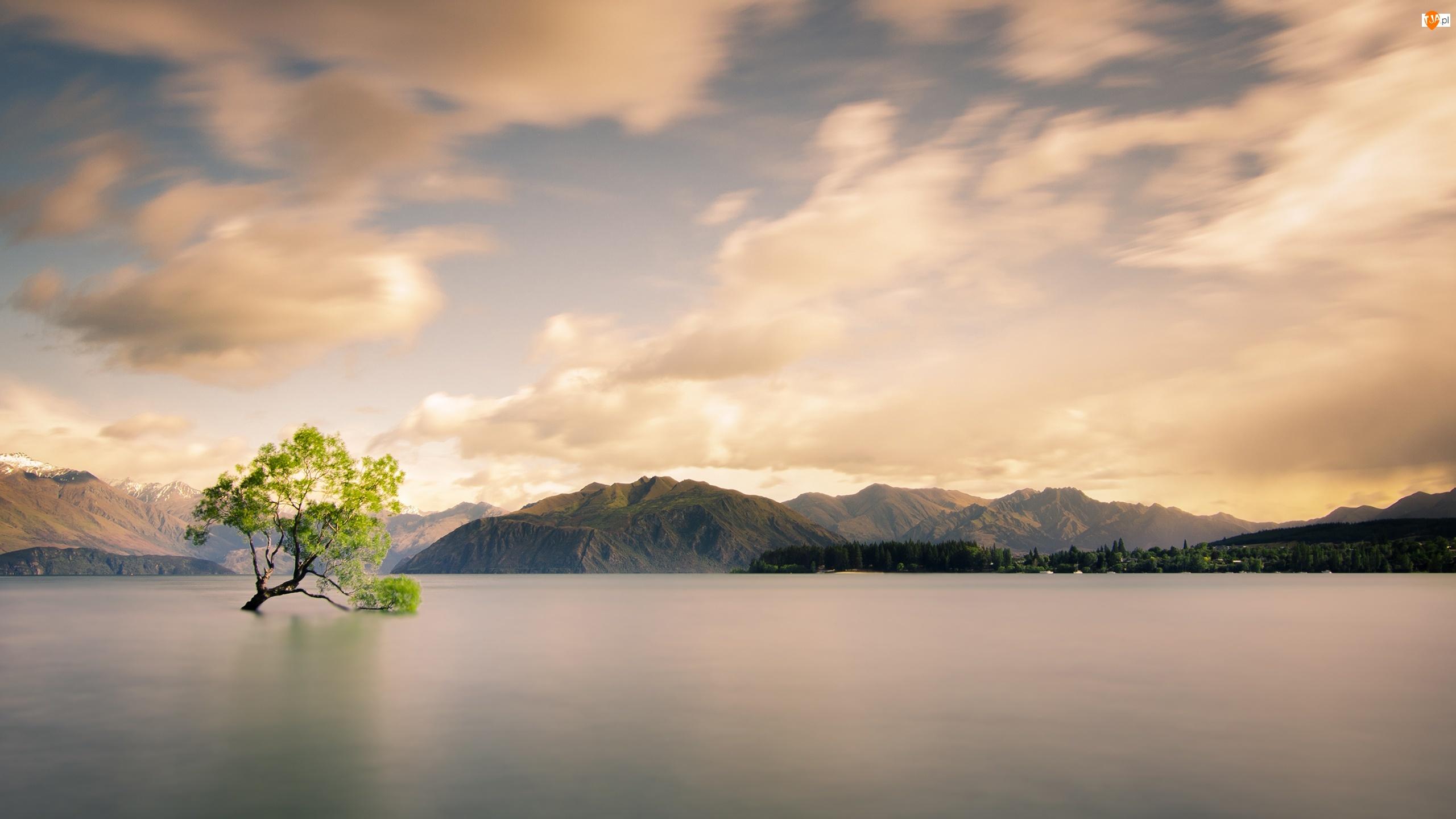 Niebo, Góry, Drzewo, Jezioro, Chmury