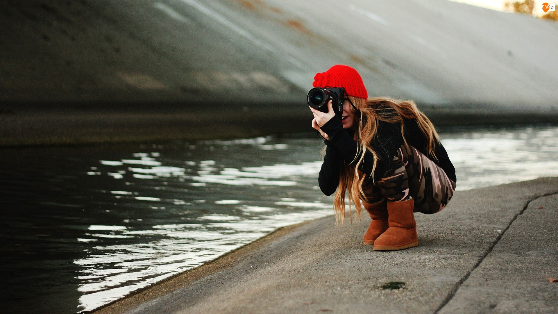 Rzeka, Dziewczyna, Aparat