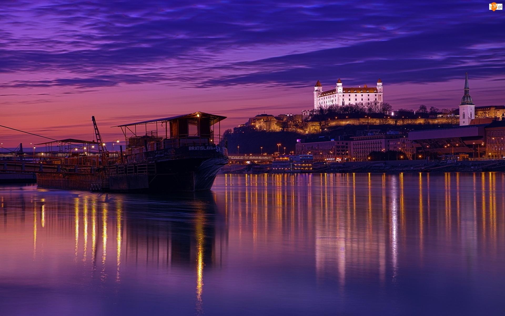 Zmierzch, Zamek, Barka, Rzeka