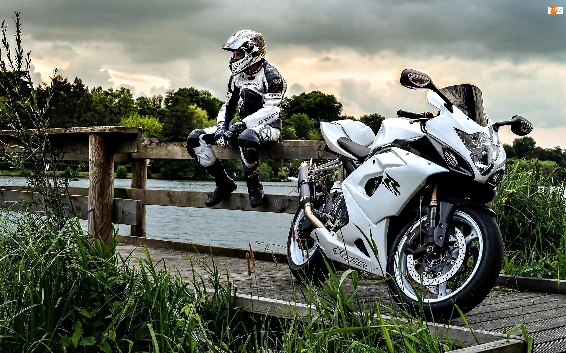 GSX-R 1000, Most, Motocykl, Zieleń, Suzuki, Motocyklista