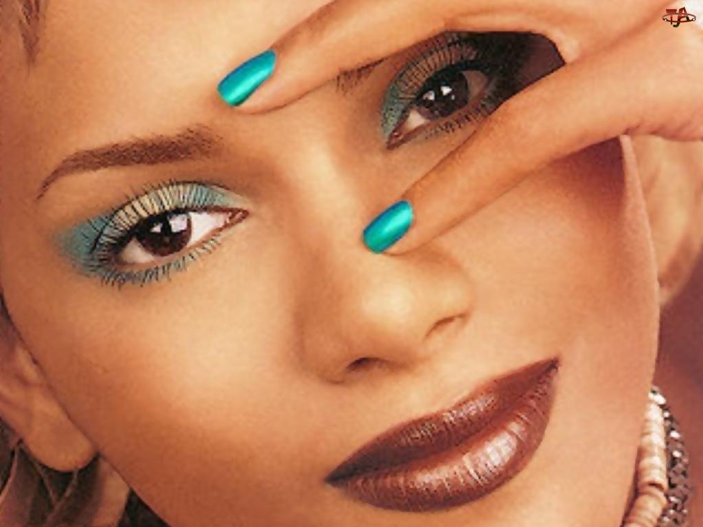 Halle Berry, paznokcie, makijaż, turkusowe