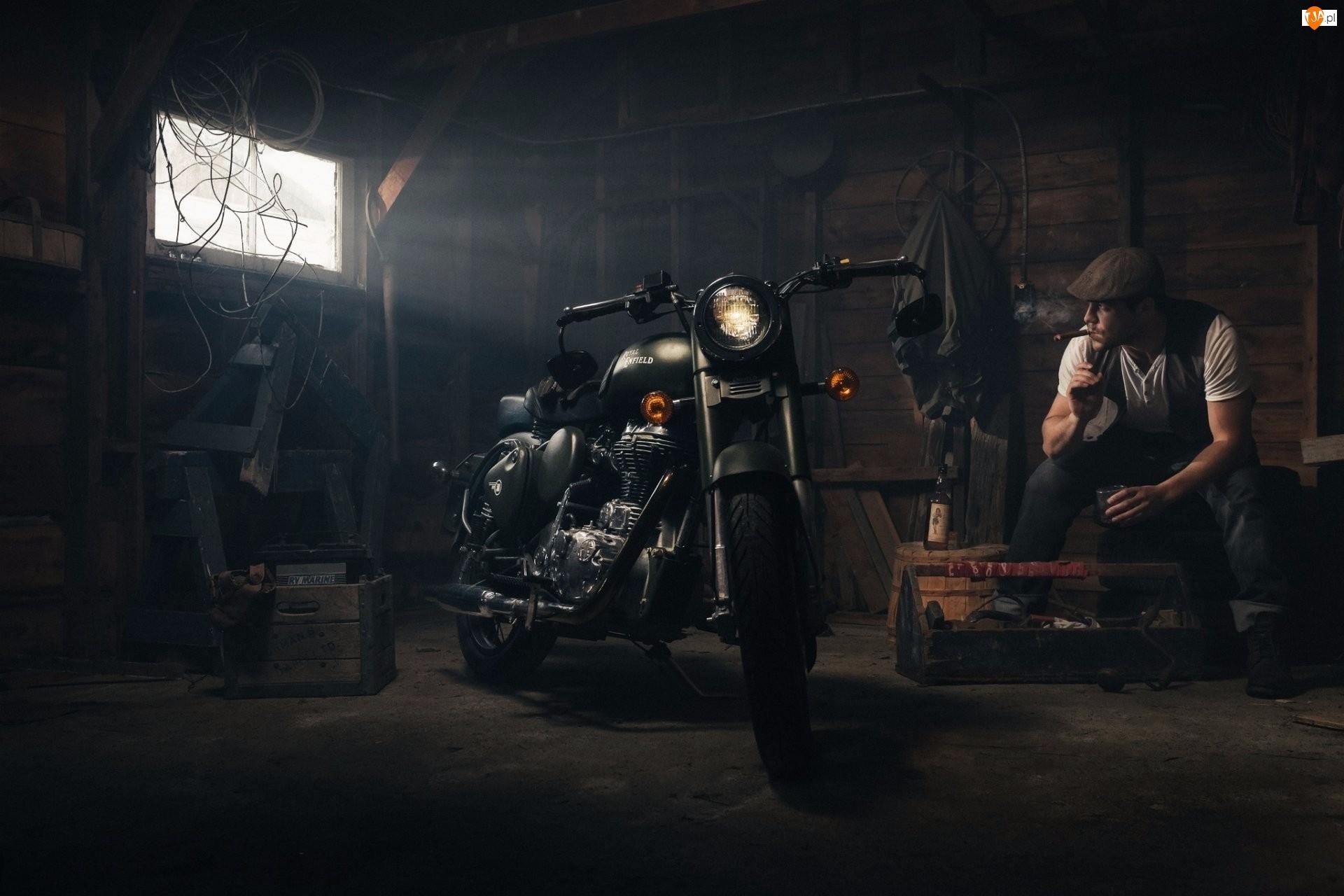 Mężczyzna, Motocykl, Warsztat