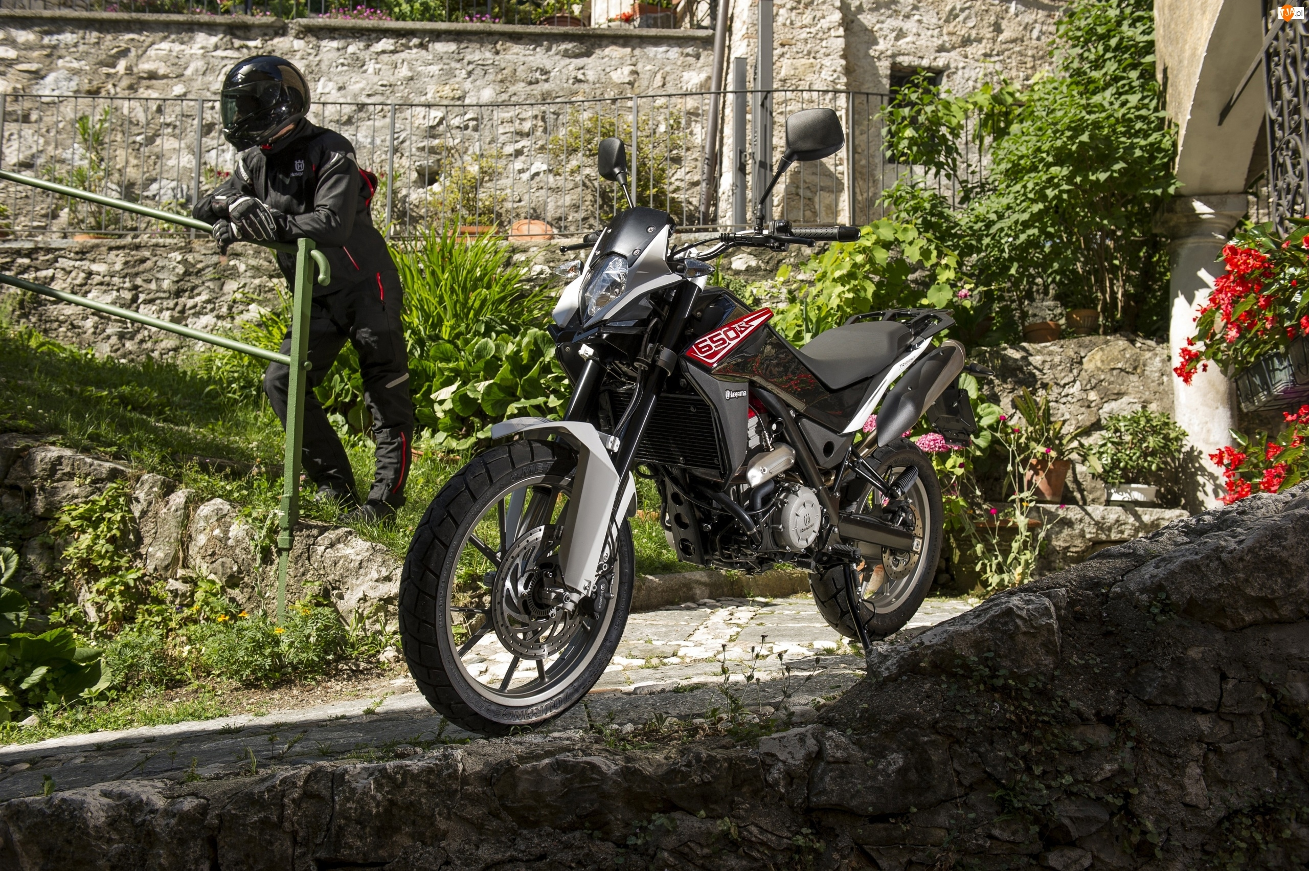 Motocyklista, Motocykl, Husqvarna TR 650 Strada