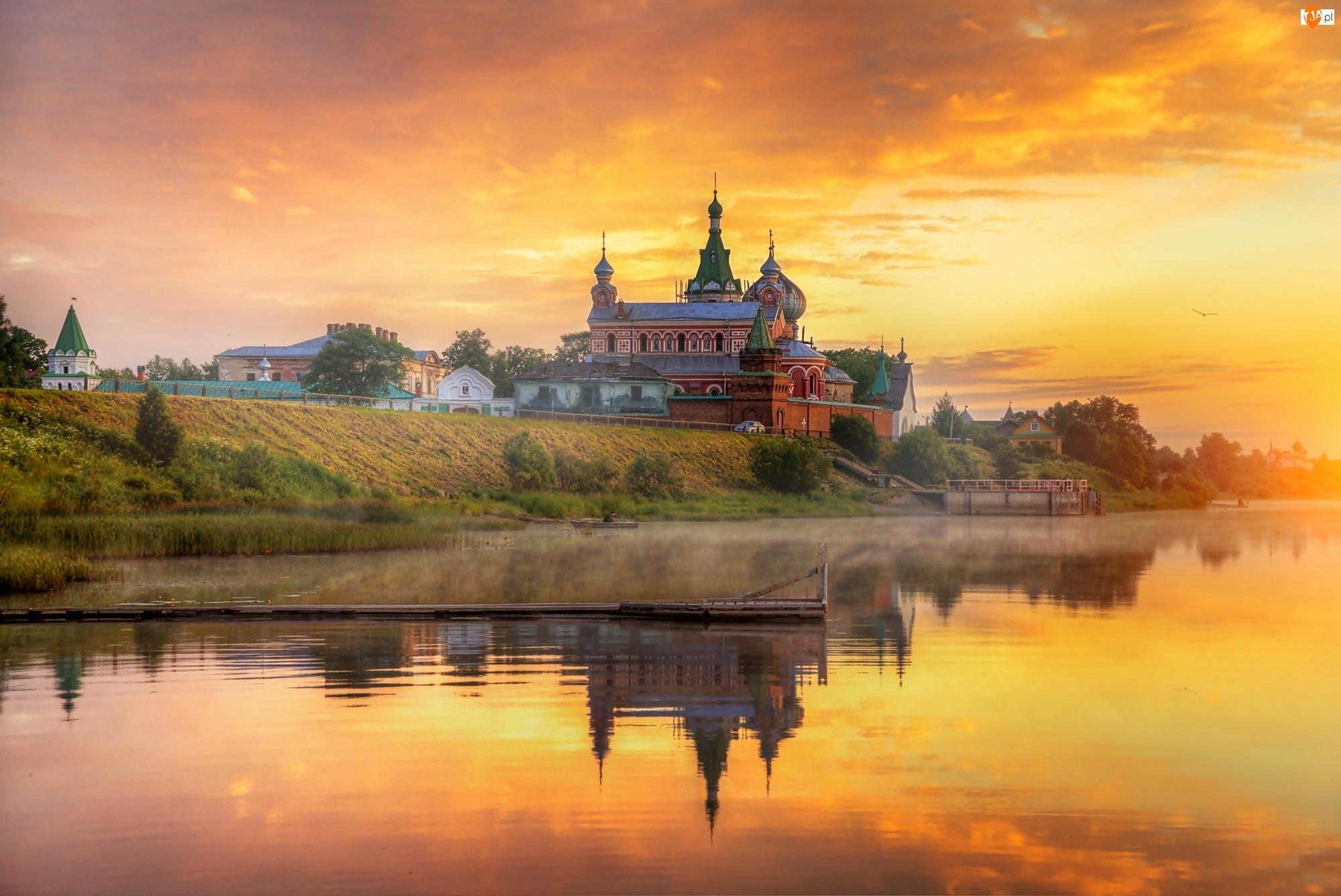 Cerkiew, Rosja, Wieś Stara Ładoga, Zachód słońca, Rzeka Wołchow, Mgła