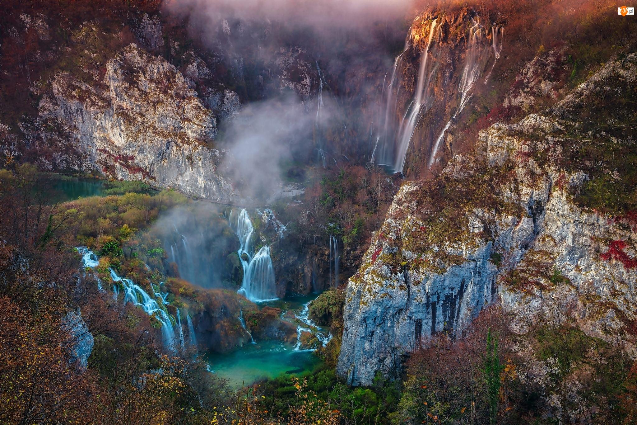 Wodospad, Góry, Plitvice, Jeziora, Chorwacja, Krzewy, Park Narodowy Jezior Plitwickich, Skały