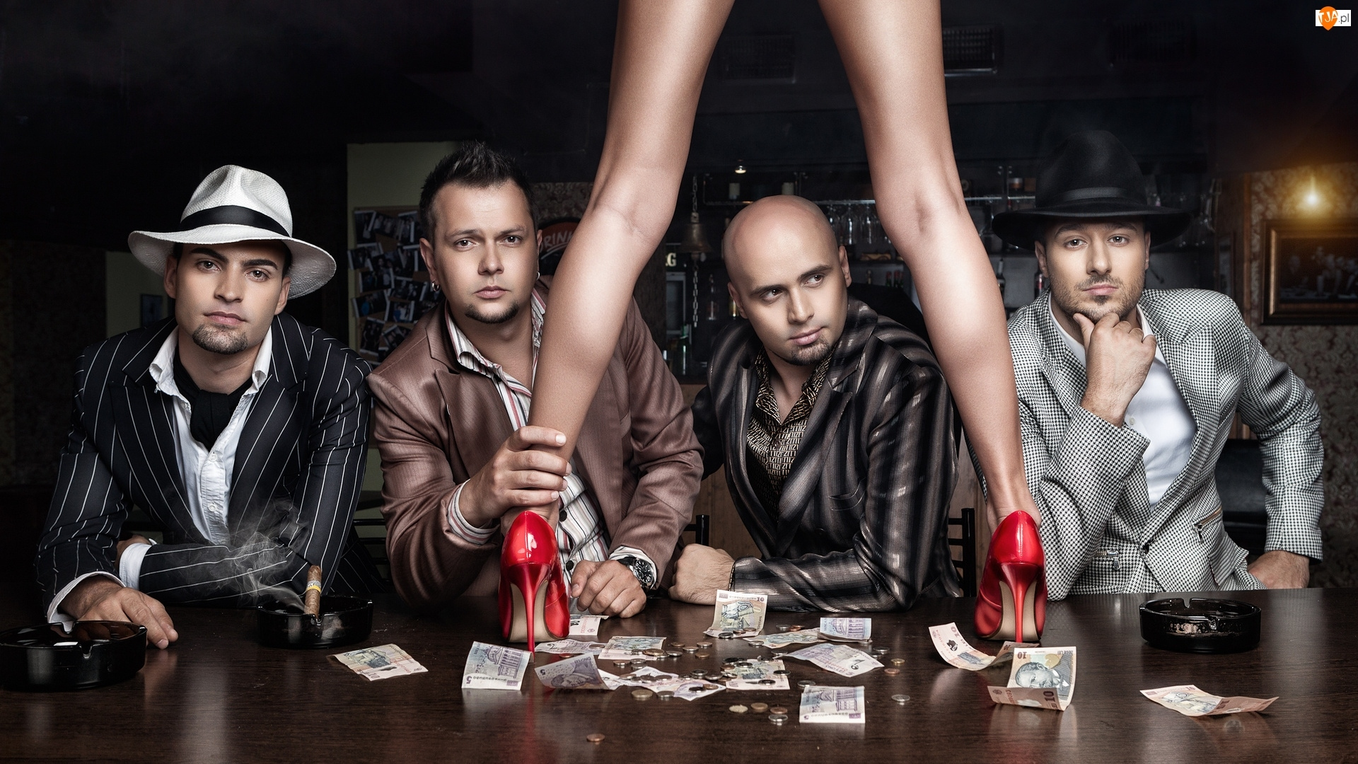 Stół, Mężczyźni, Nogi, Pieniądze, Szpilki