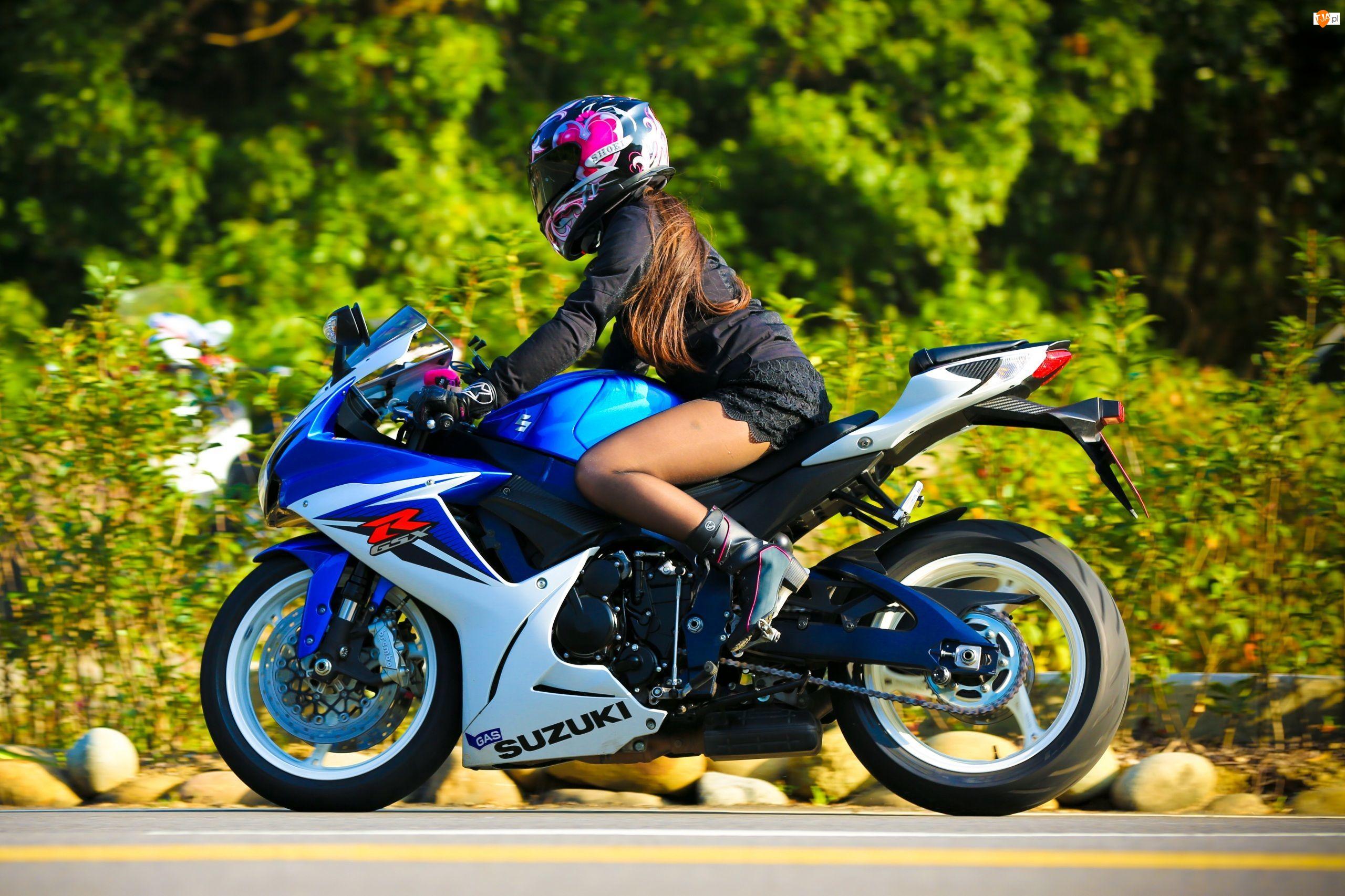 Dziewczyna, Motocykl Suzuki GSX-R Helmet