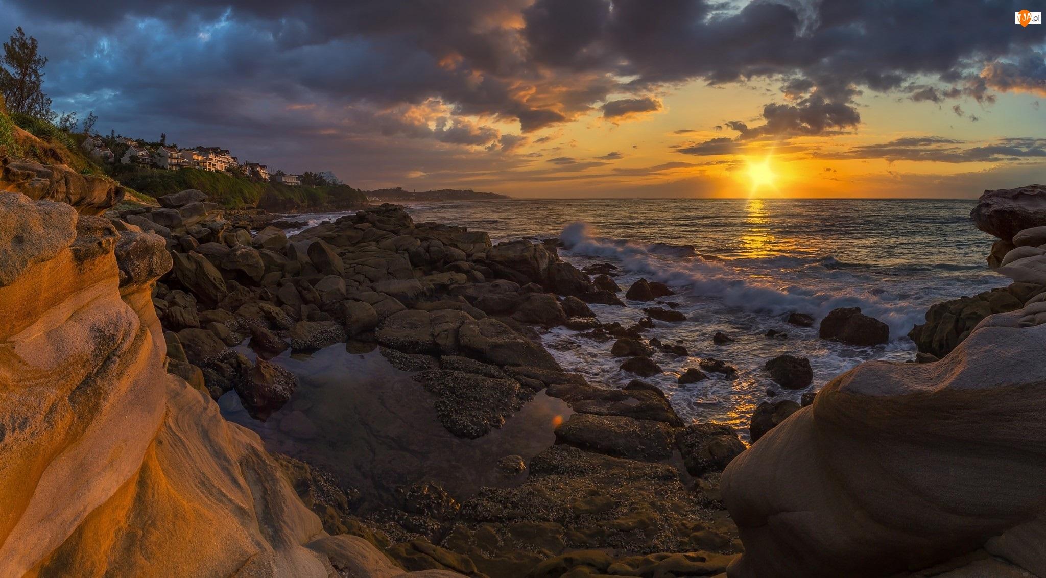 Kamienie, Domy, Morze, Zachód słońca, Brzeg, Skały