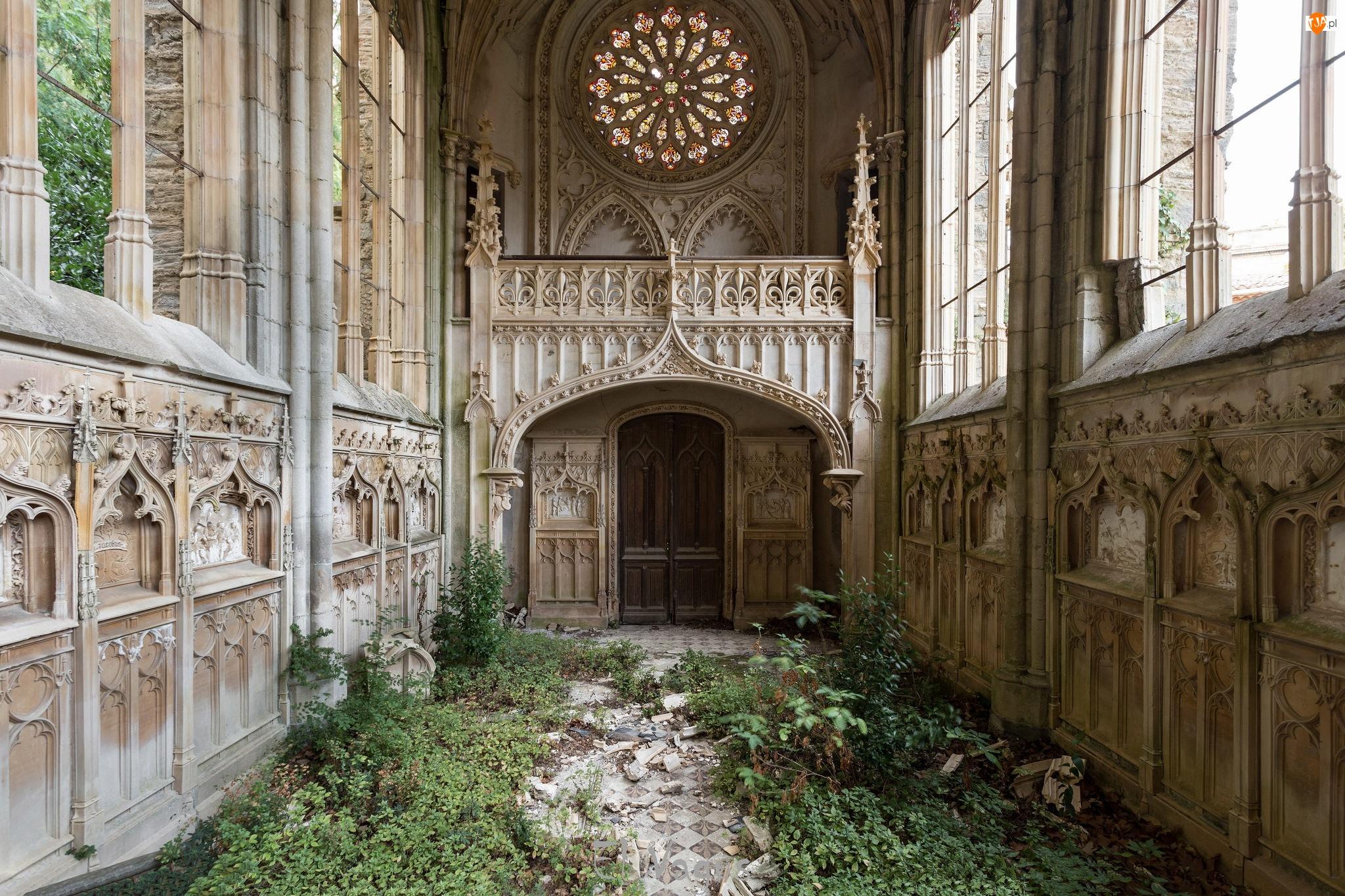 Ruina, Kościół