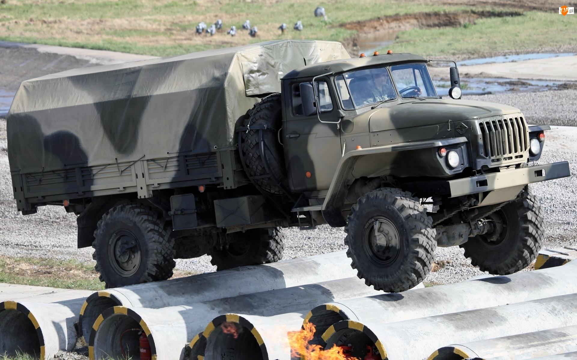 Ciężarówka, Wojskowa