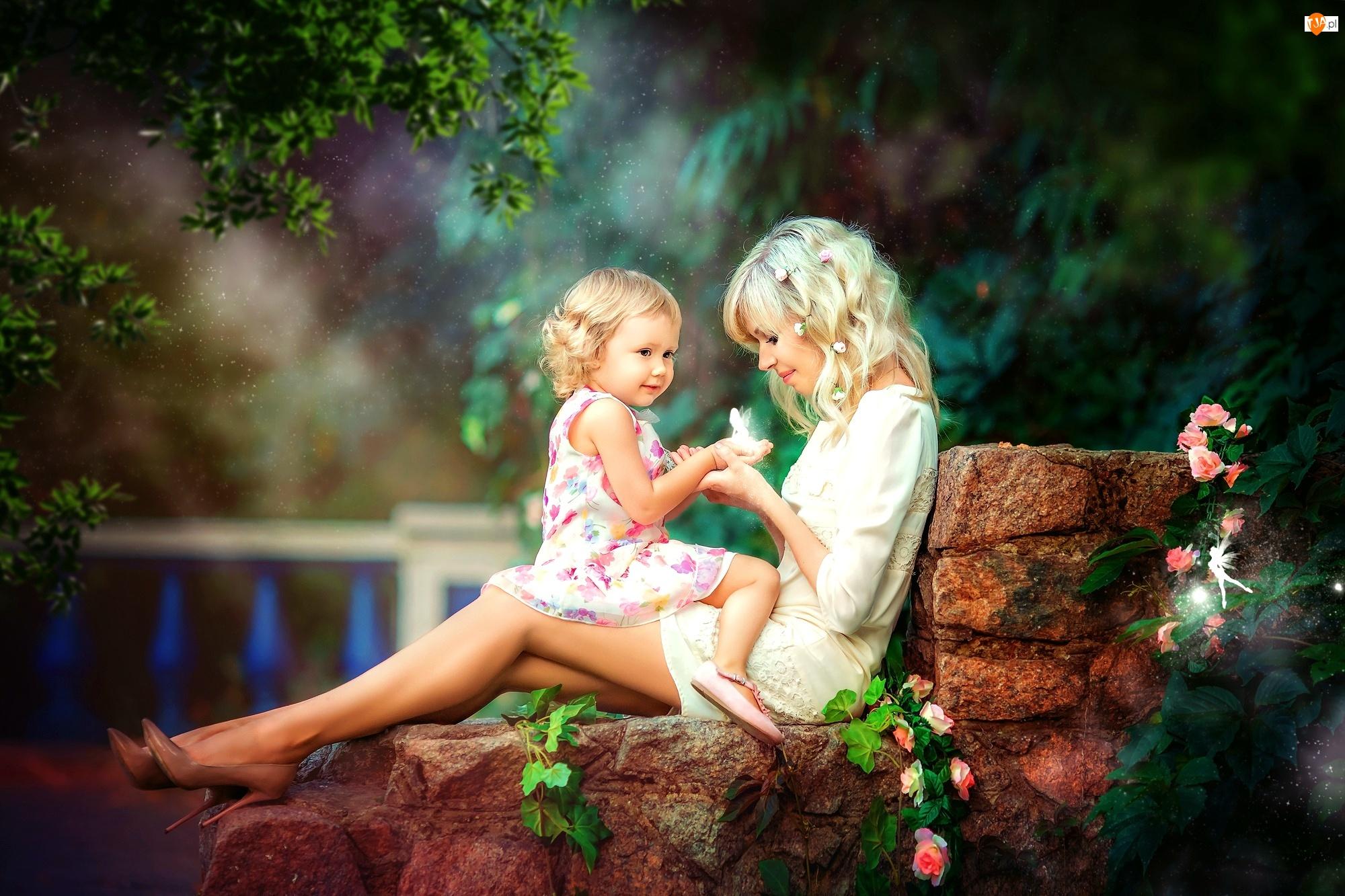 Murek, Kobieta, Ogród, Dziecko, Kwiaty