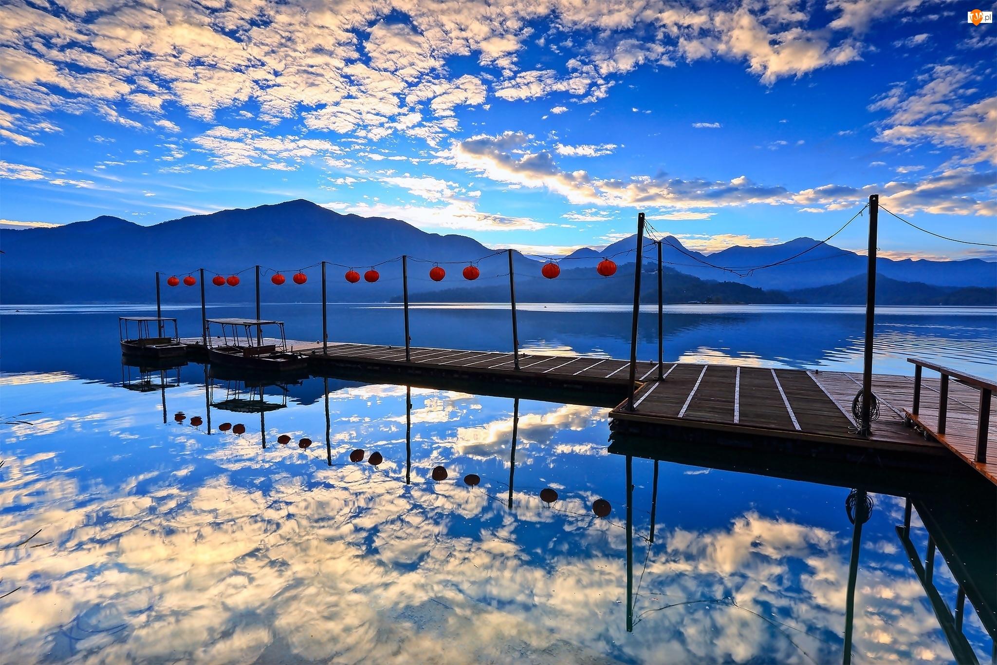 Zachód, Molo, Góry, Jezioro, Słońca, Chmury, Łódki