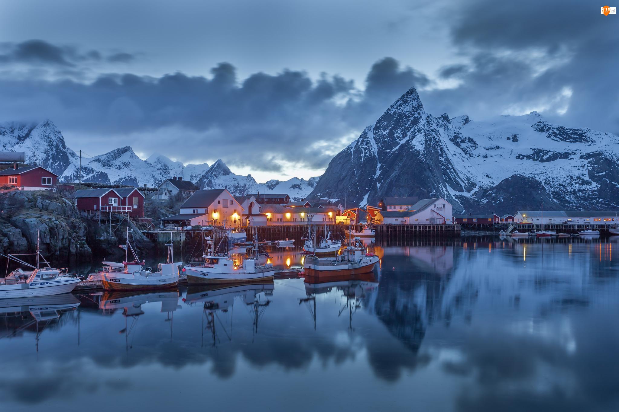 Łodzie, Norwegia, Góry, Zima