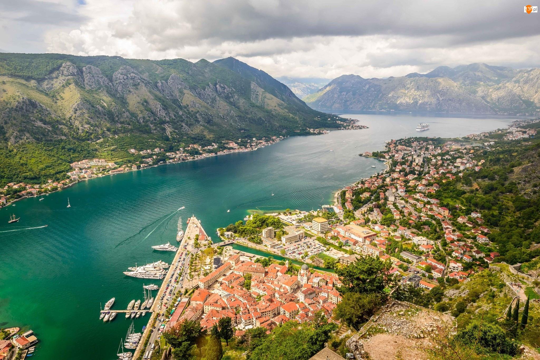 Statki, Góry, Domy, Rzeka, Chmury