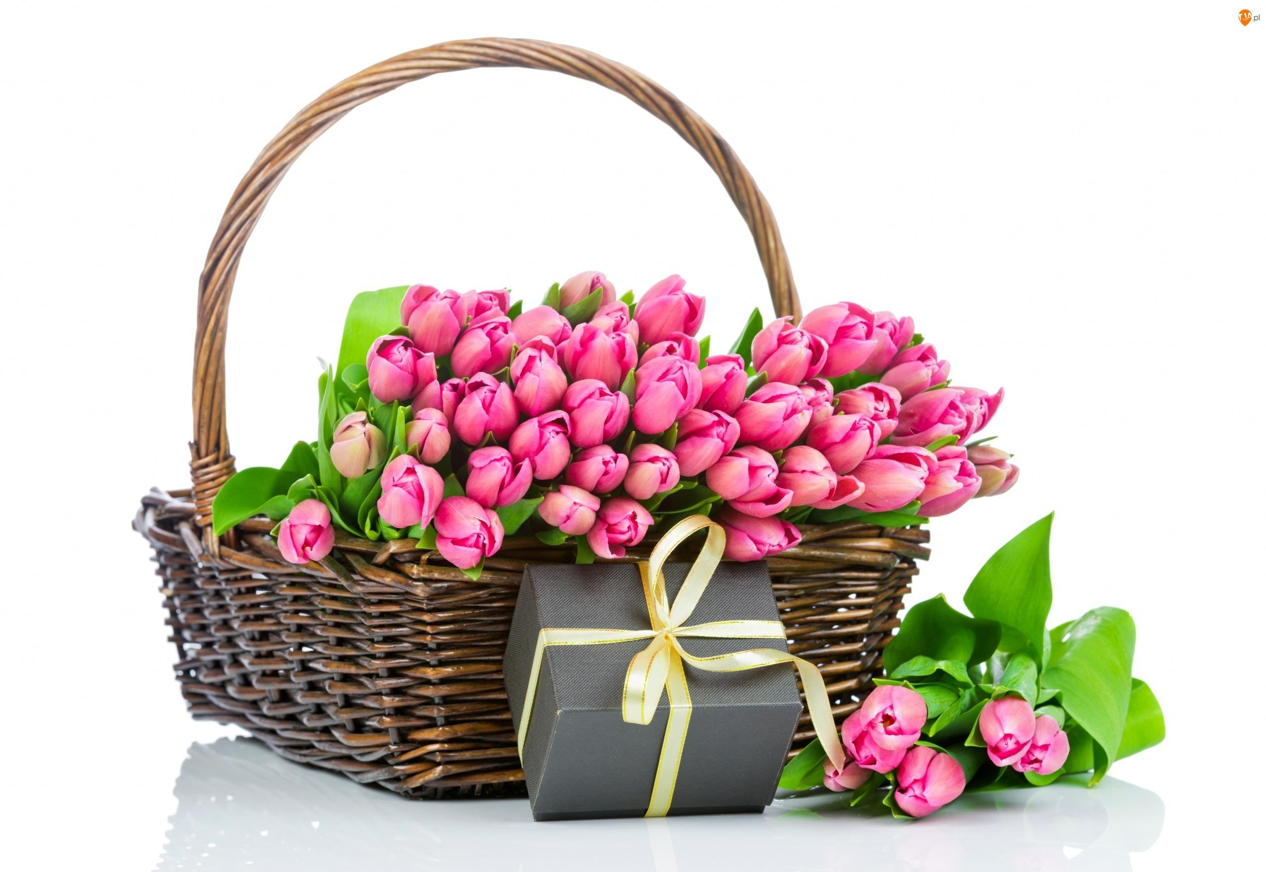 Biel, Kosz wiklinowy, Pudełko prezent, Tulipany różowe, Żółta wstążka