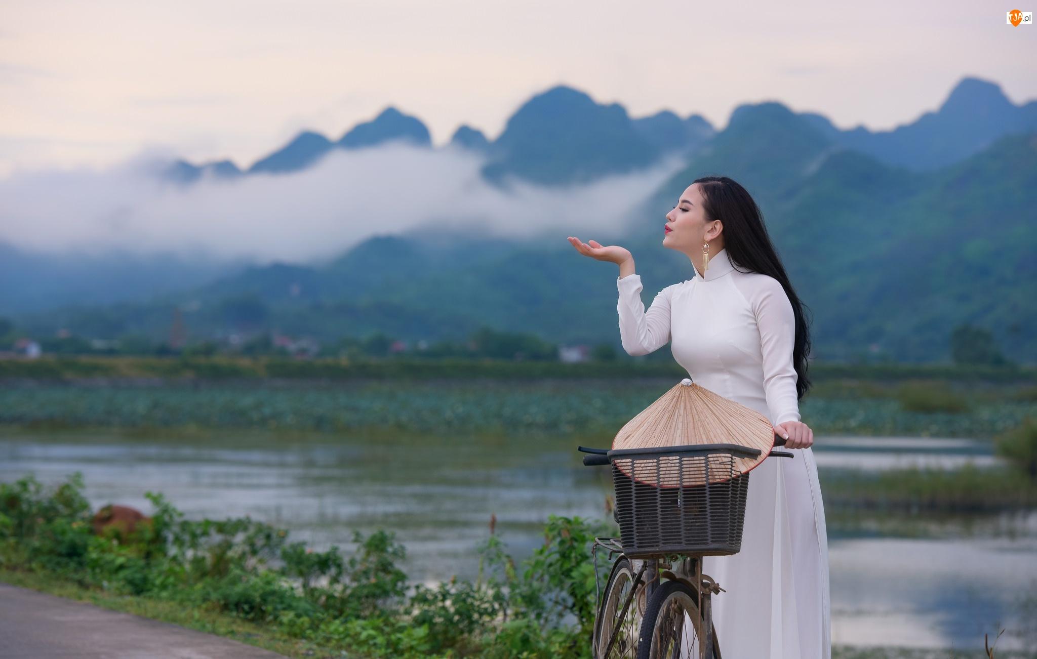 Tło rozmyte, Suknia, Azjatka, Kobieta, Rzeka, Rower, Biała