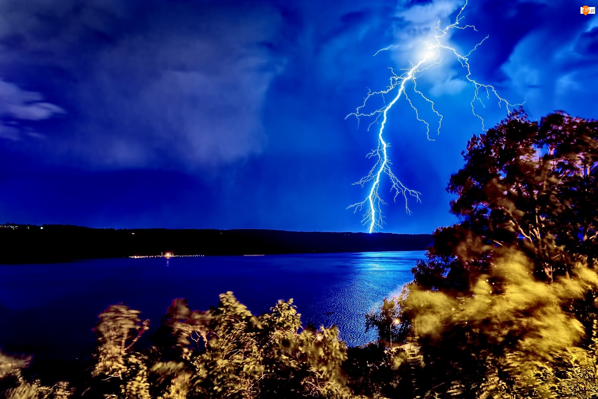 Burza, Rzeka, Błyskawica, Noc