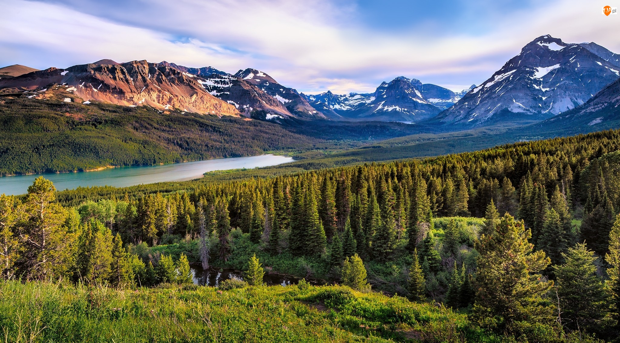 Park Narodowy Glacier, Jezioro Two Medicine Lake, Stany Zjednoczone, Drzewa, Stan Montana, Góry