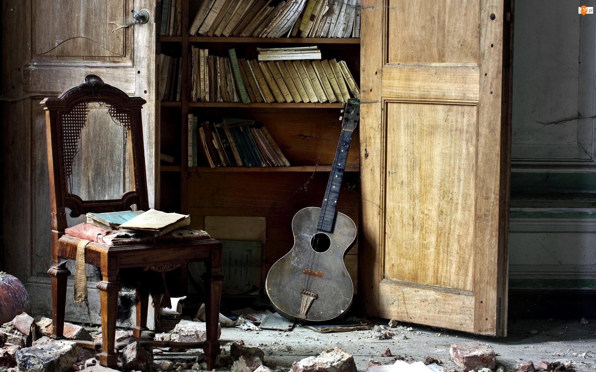 Krzesło, Książki, Gitara