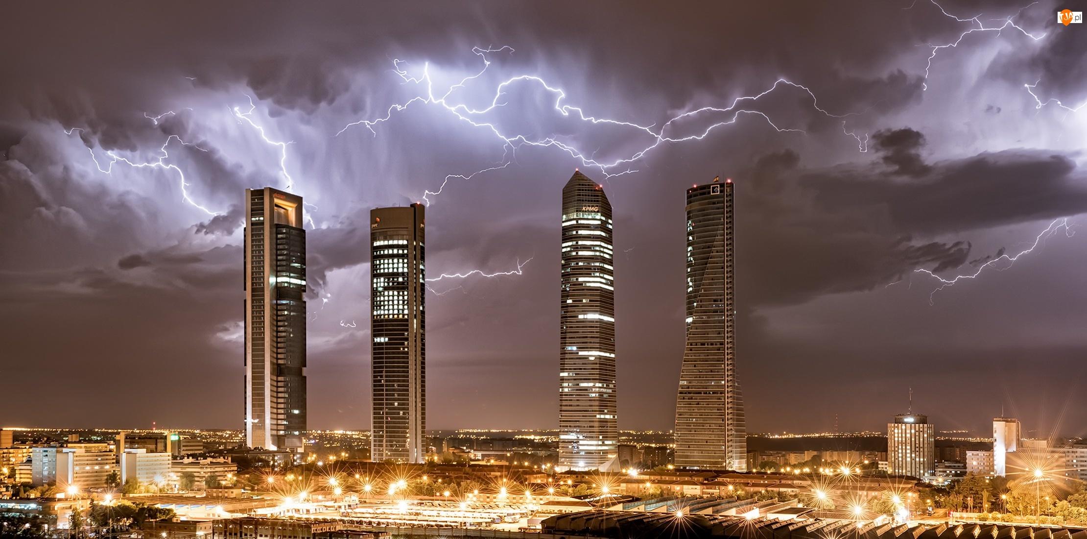 Wieżowce, Pioruny, Madryt, Hiszpania, Światła, Central Business District, Burza