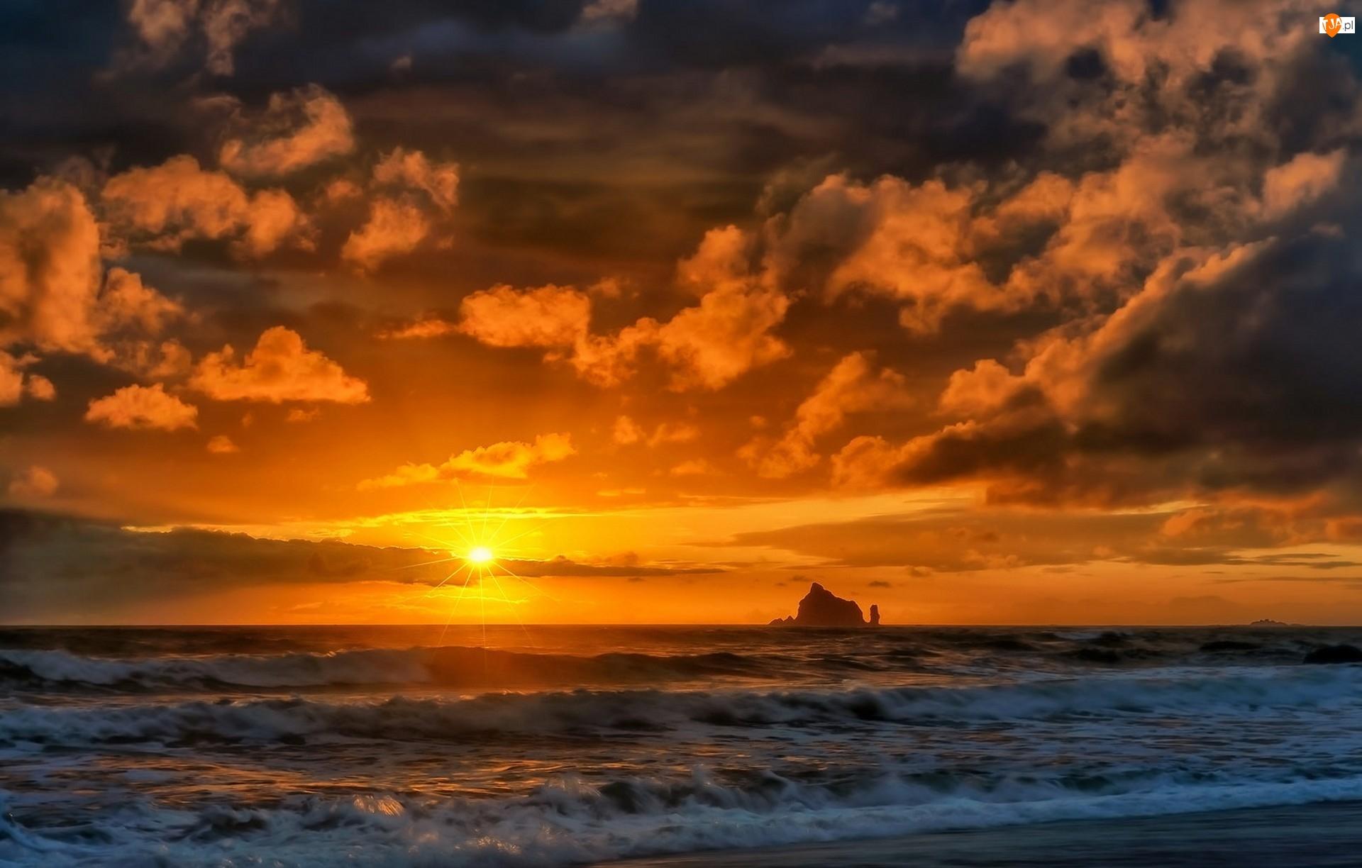 Zachód słońca, Morze, Chmury, Skały, Fale