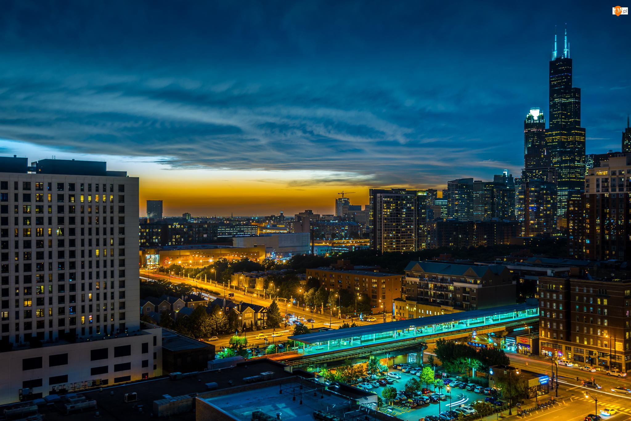 Miasto nocą, Stany Zjednoczone, Drapacze chmur, Chicago, Chmury