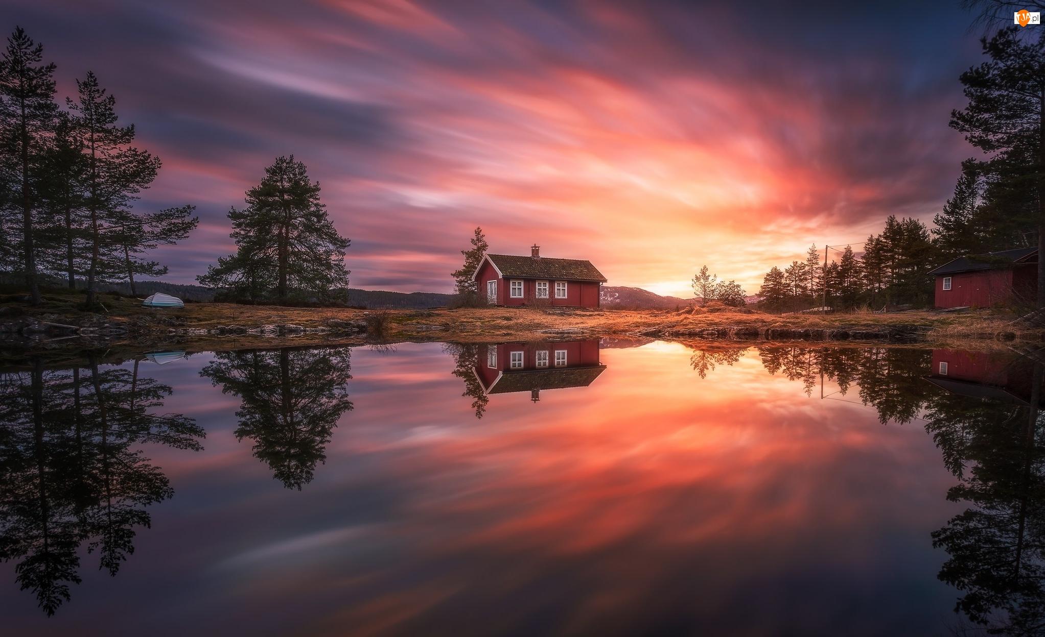 Łódka, Zachód słońca, Ringerike, Dom, Norwegia, Odbicie, Jezioro Vaeleren, Drzewa