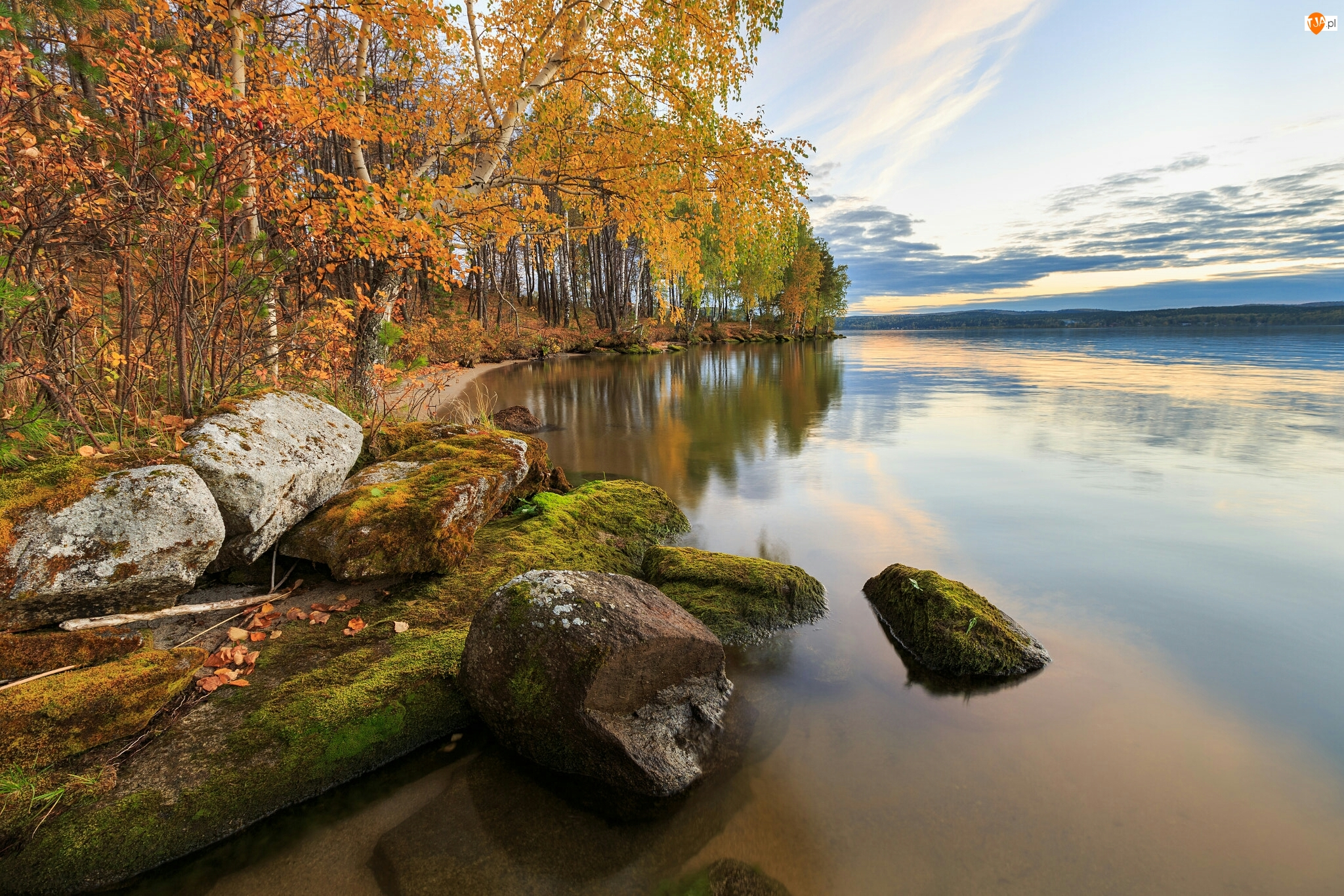 Jezioro Tavatuy, Omszałe, Ural, Drzewa, Rosja, Brzozy, Jesień, Kamienie