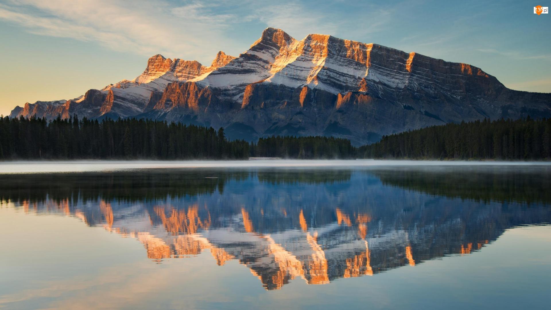 Góra Mount Rundle, Jezioro Two Jack Lake, Prowincja Alberta, Las, Kanada, Mgła, Park Narodowy Banff, Odbicie