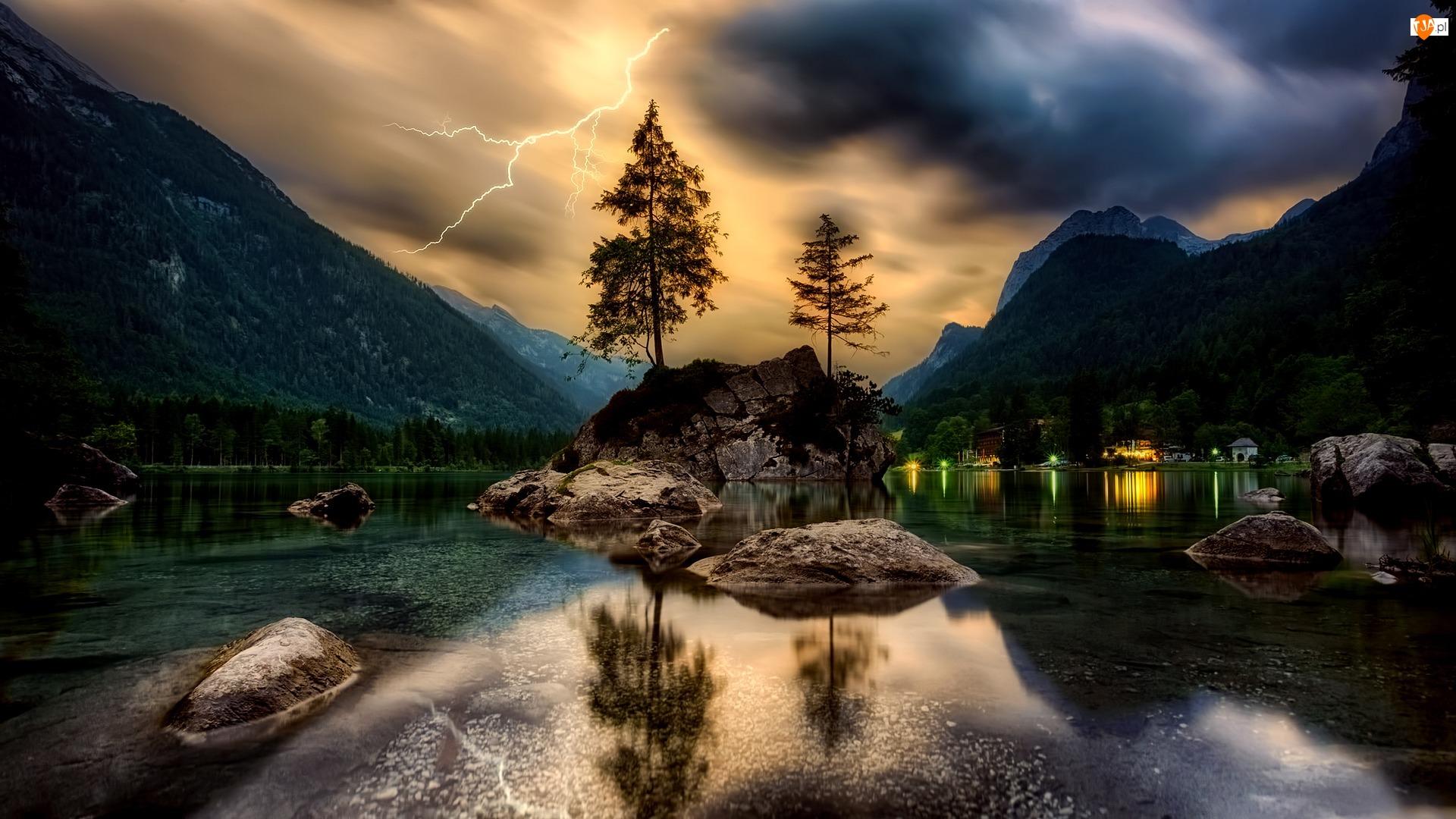 Drzewa, Pioruny, Jezioro Hintersee, Domy, Bawaria, Skały, Niemcy, Las, Burza, Góry Alpy