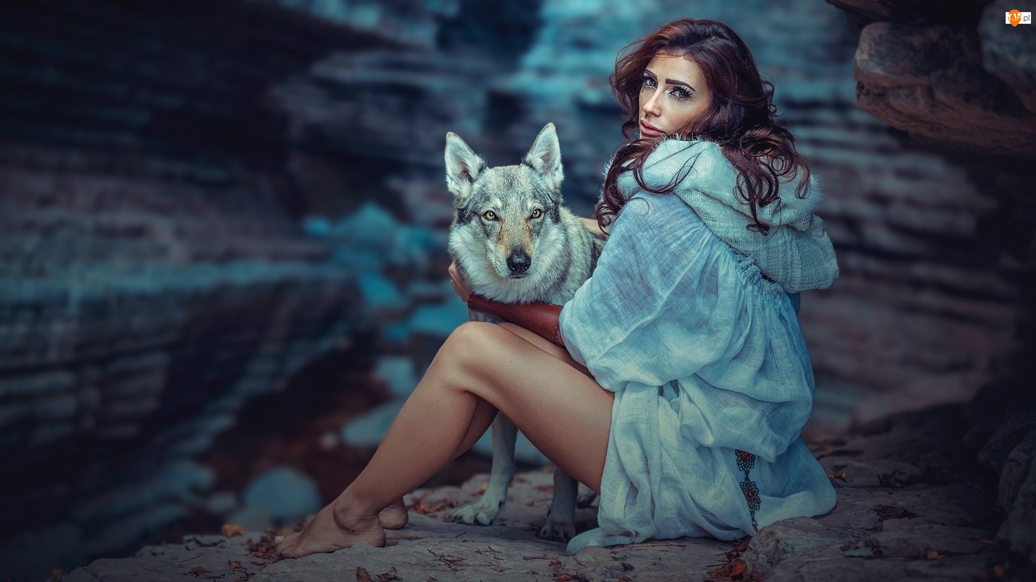 Wilczak czechosłowacki, Kobieta, Pies