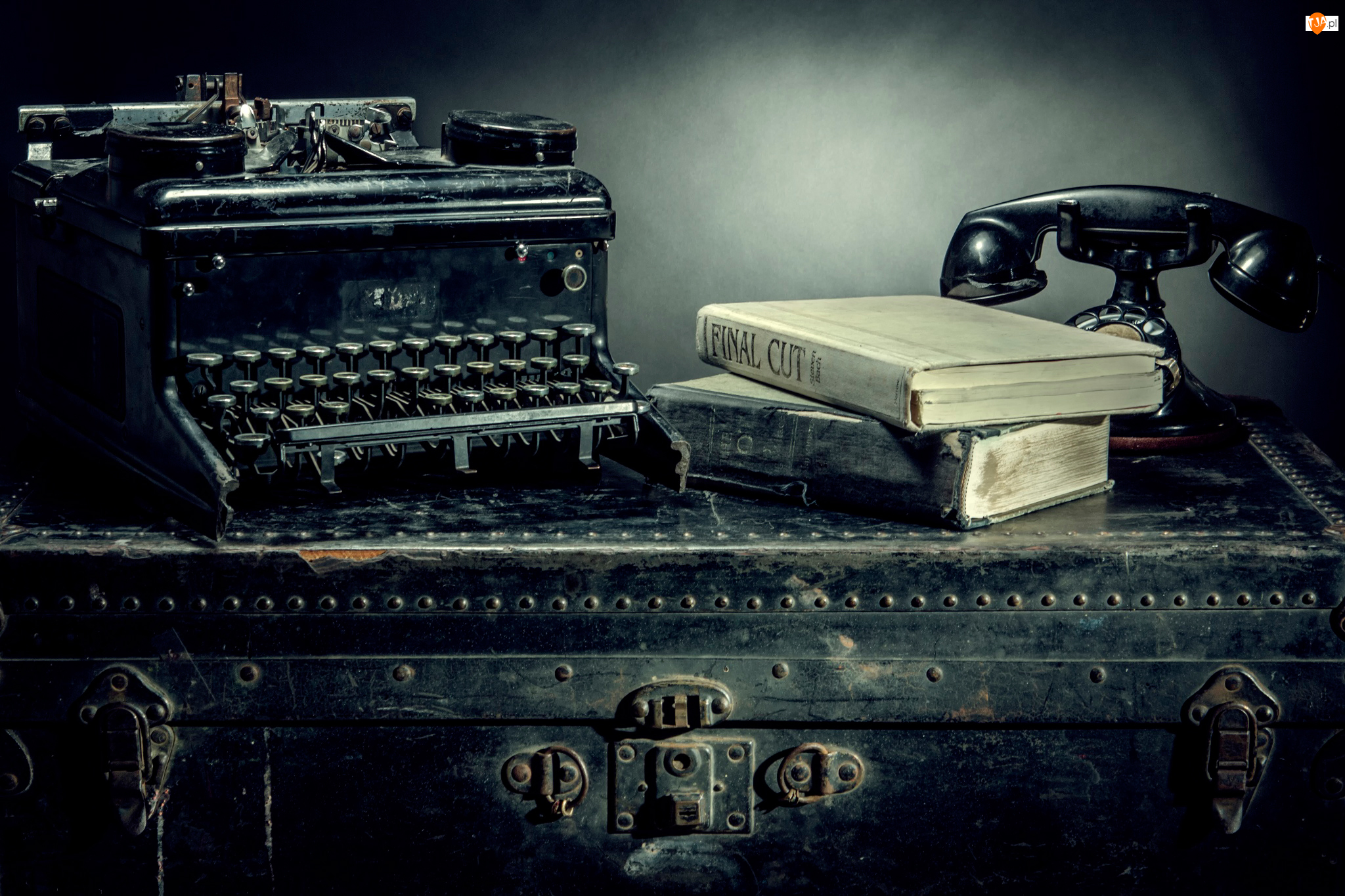 Antyki, Walizka, Telefon, Maszyna do pisania, Książki