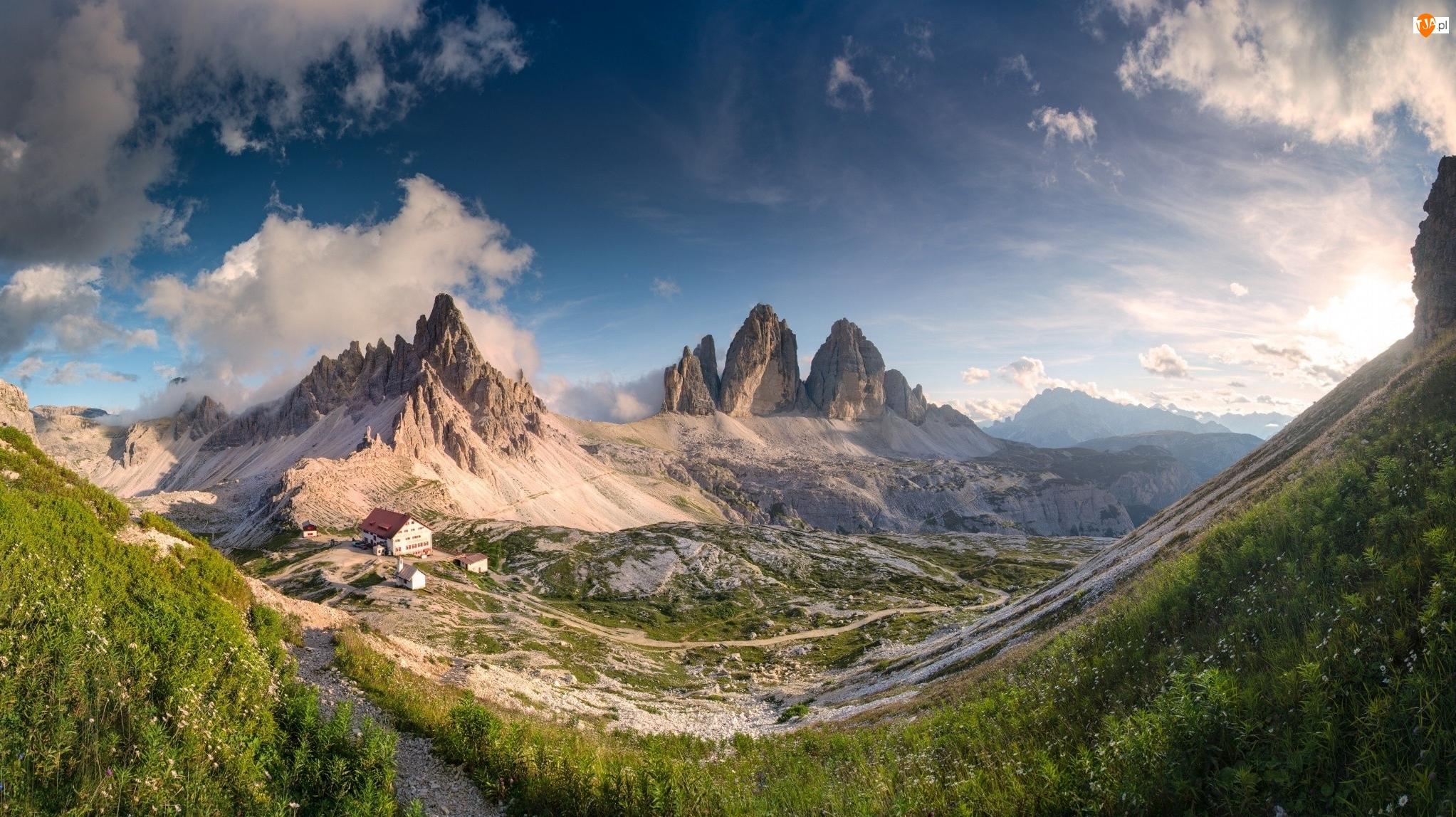 Schronisko Dreizinnenhütte, Szczyt Tre Cime di Lavaredo, Dolomity, Roślinność, Południowy Tyrol, Wschód słońca, Włochy, Chmury, Góry Paterno, Dom
