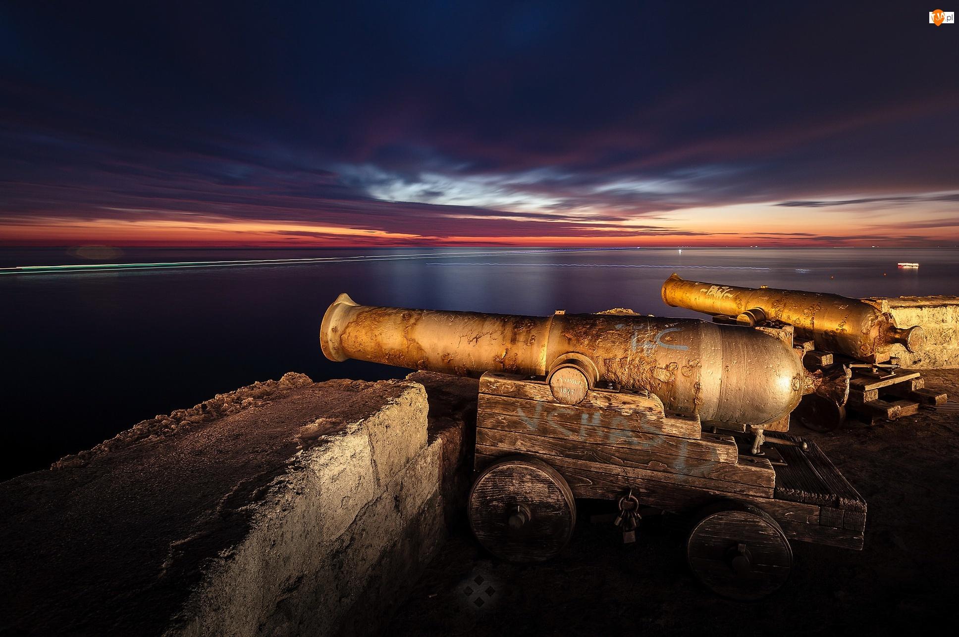Zamek, Fort, Miejscowość Monopoli, Armaty, Region Apulia, Mury obronne, Włochy, Bastione Santa Maria, Morze Śródziemne, Castello di Monopoli